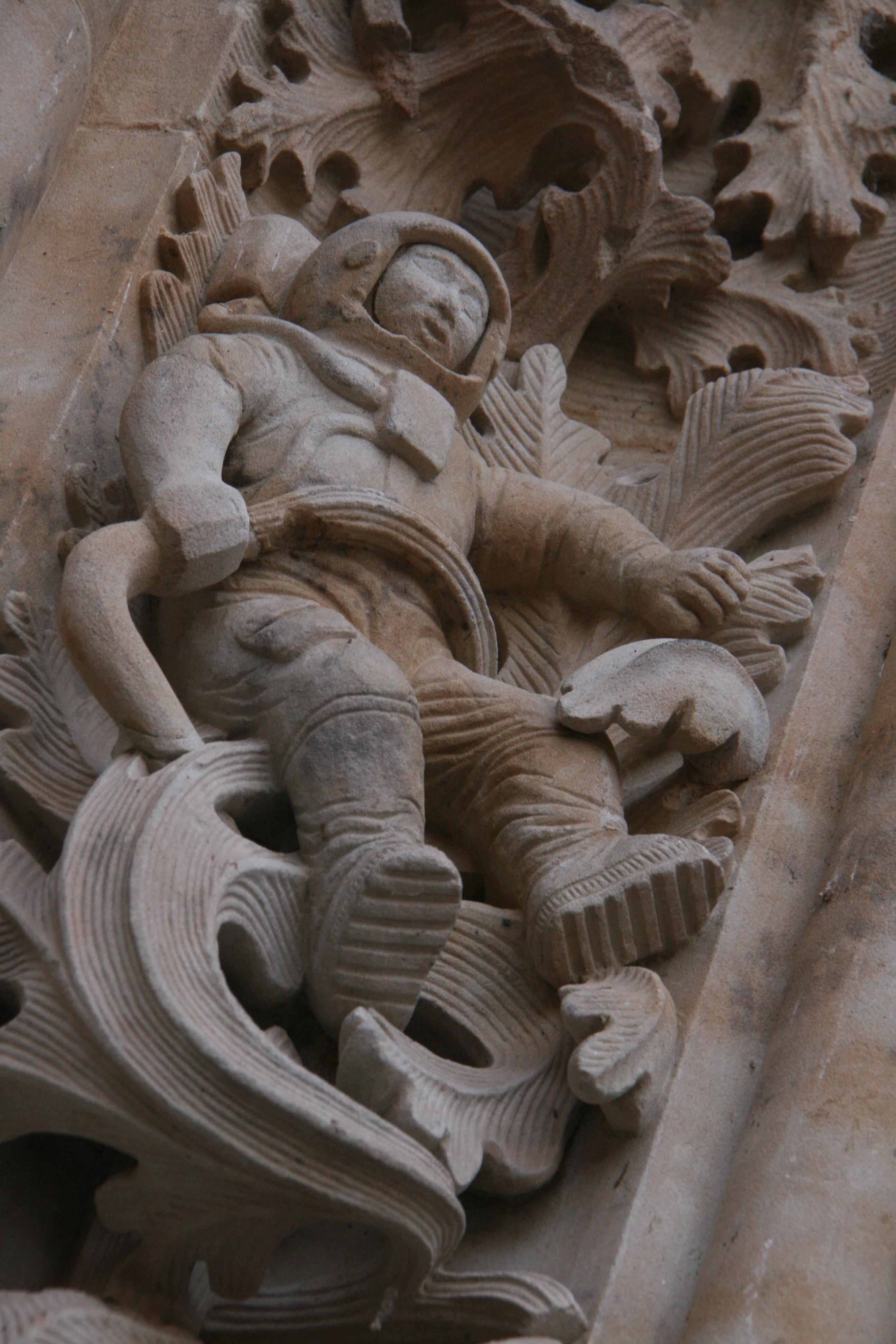 Un astronauta tallado en catedral del siglo VII?