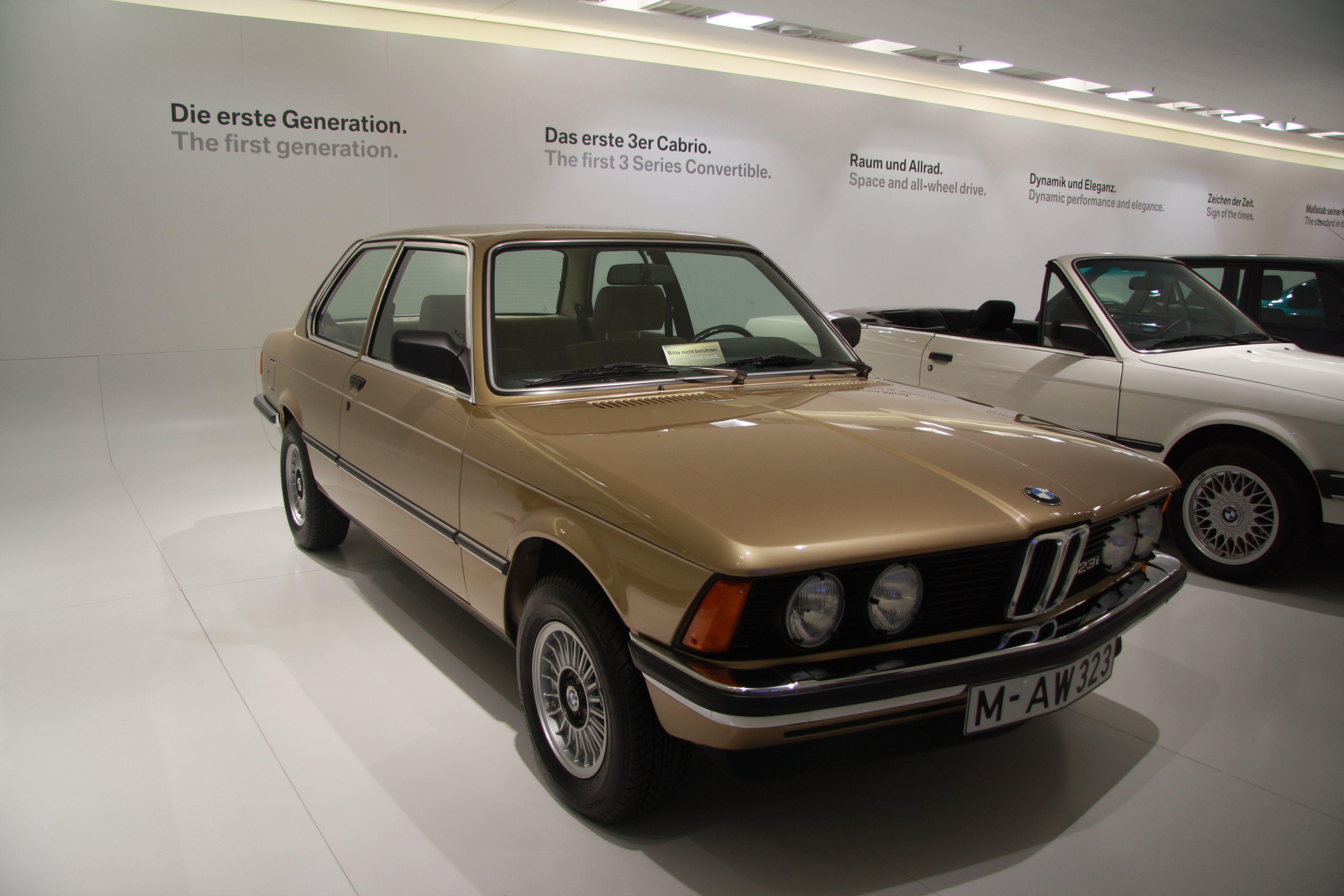 file bmw 323i e21 in bmw museum in munich bayern jpg. Black Bedroom Furniture Sets. Home Design Ideas