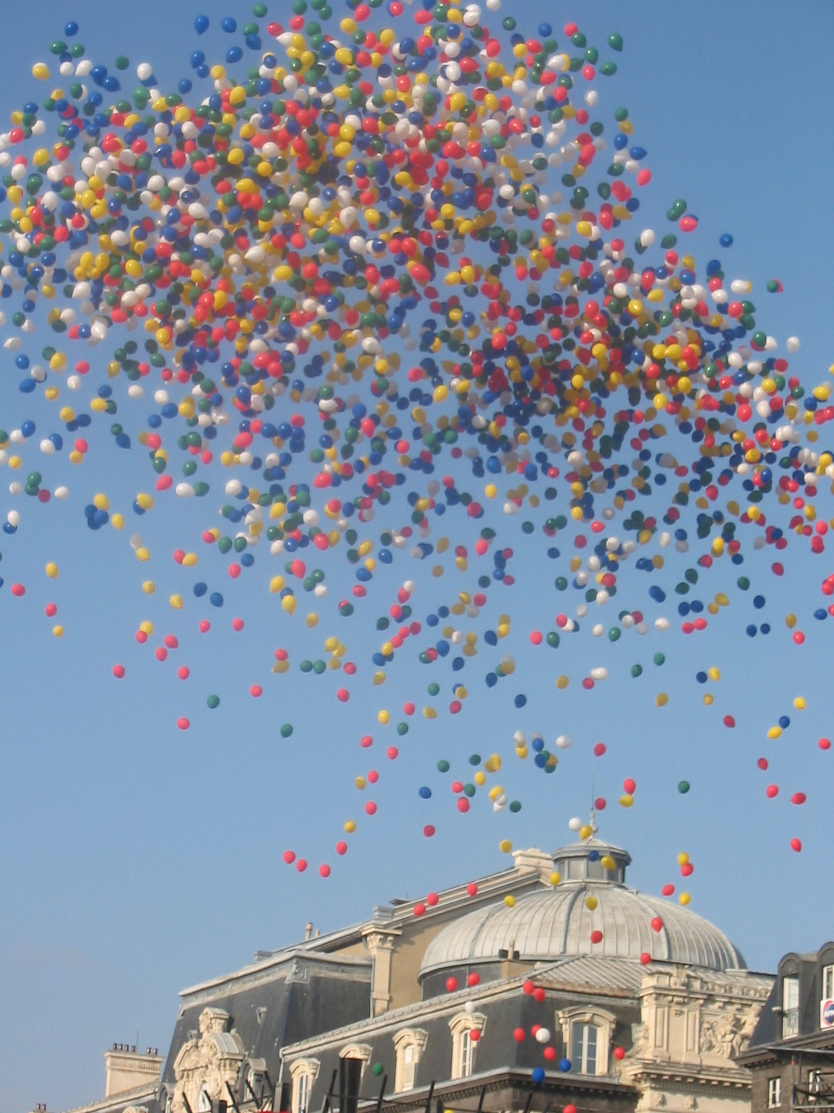 File:Ballons place de Jaude.JPG - Wikimedia Commons