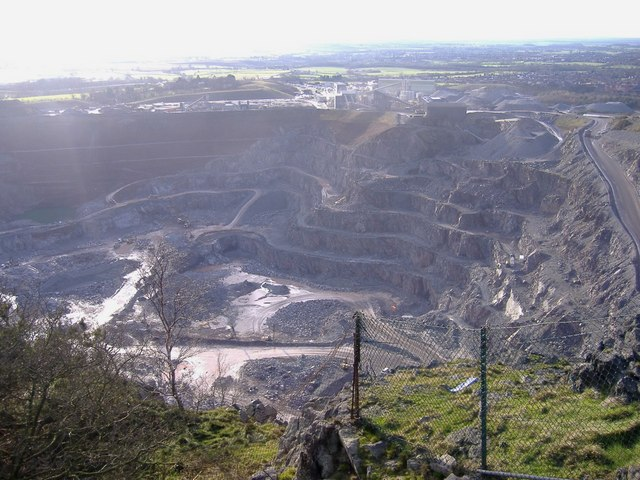 Bardon quarry - geograph.org.uk - 347971