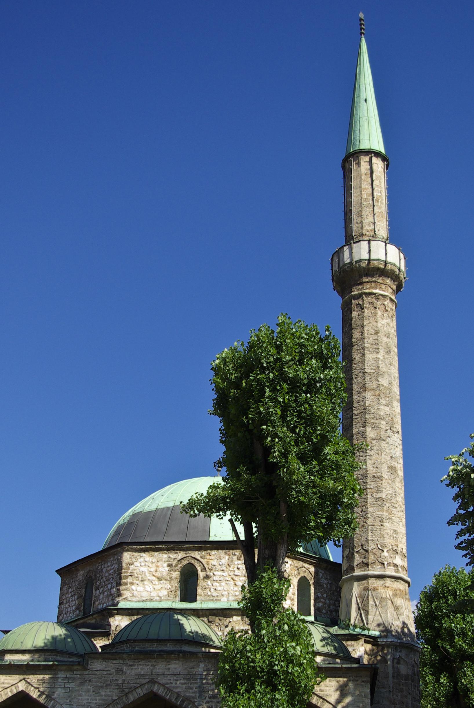 File:Bascarsijska dzamija Sarajevo.jpg - Wikimedia Commons