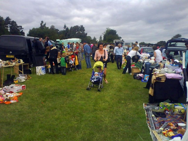 File:Bledlow Ridge car boot sale - geograph.org.uk - 1415784.jpg