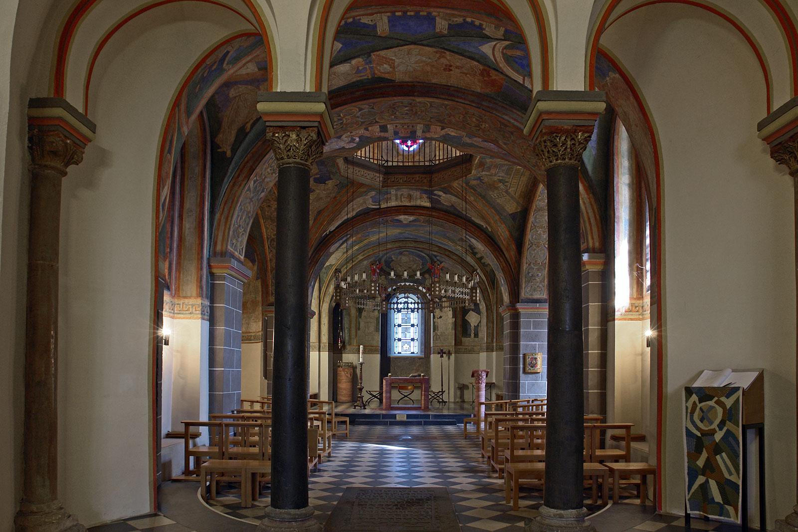 Bonn schwarzrheindorf doppelkirche unterkirche innen.jpg