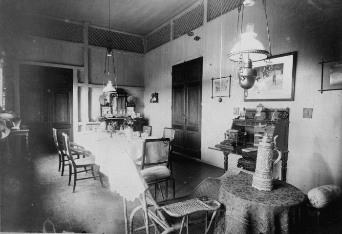 File collectie tropenmuseum eetkamer van de familie scheffer tmnr