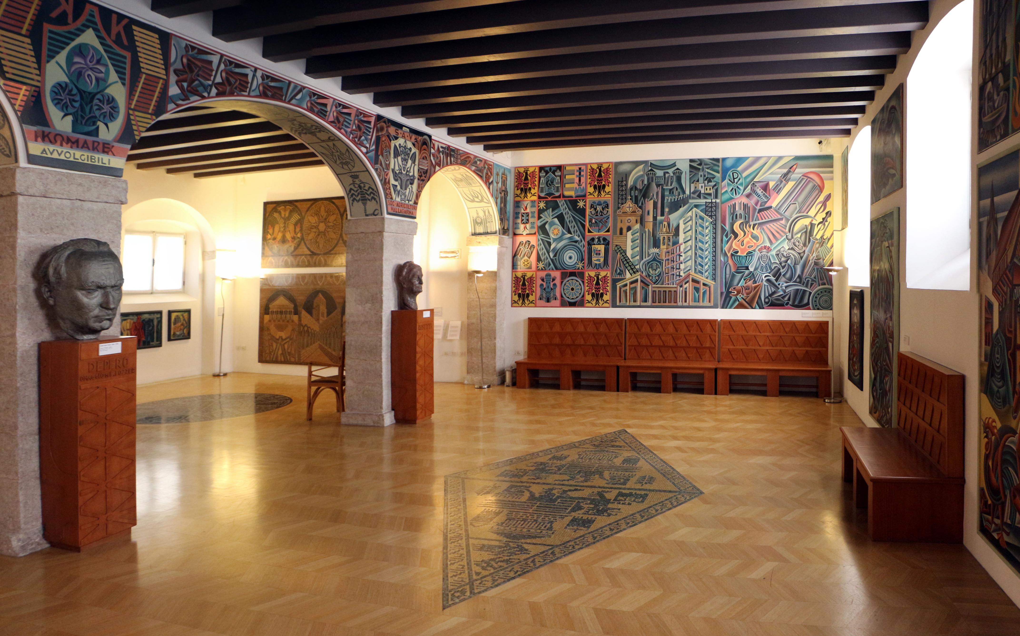 File casa depero sala rovereto wikimedia commons for Casa tua arredamenti rovereto
