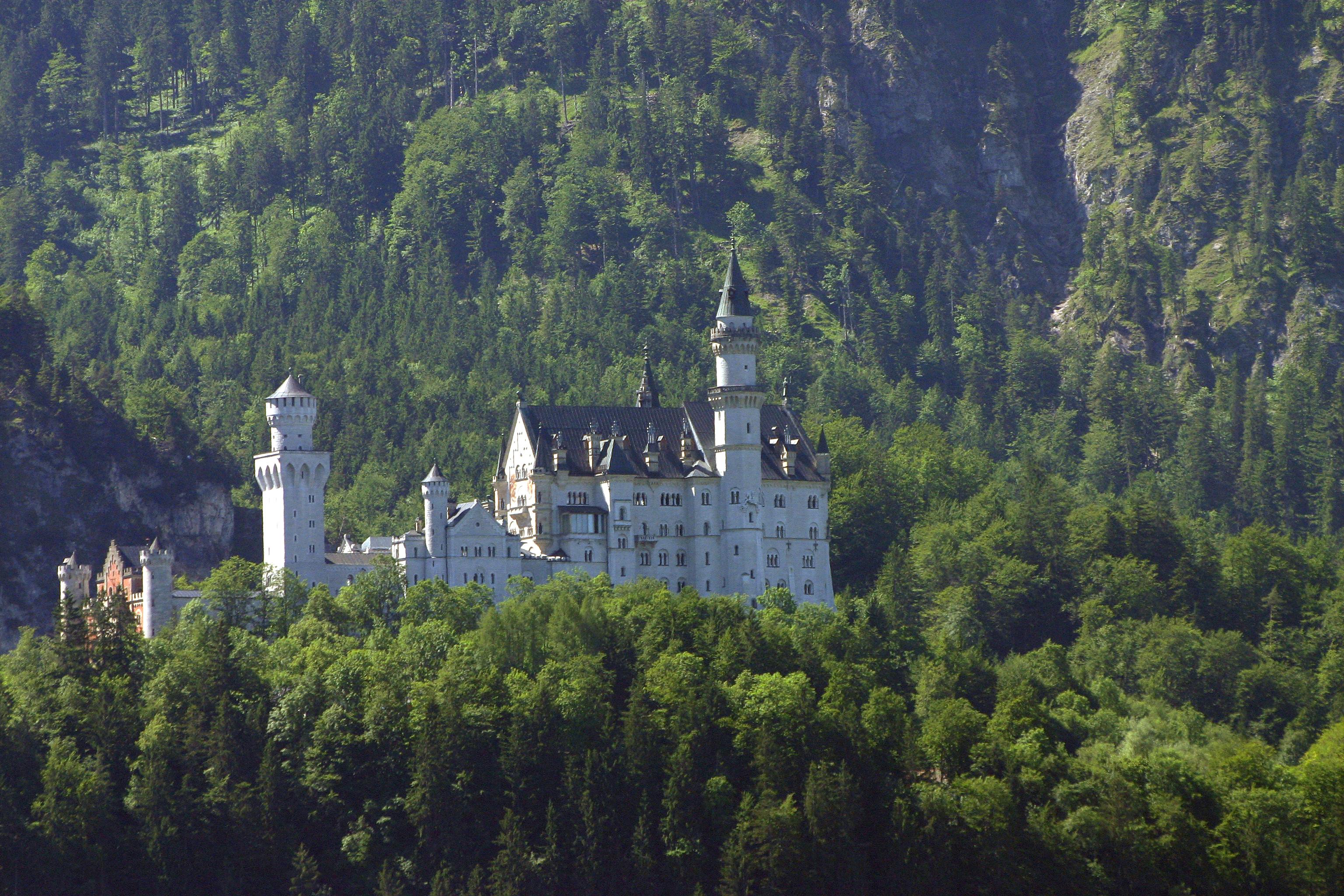 Dvorci koje verovatno nikada nećete posedovati - Page 3 Castle_Neuschwanstein_5