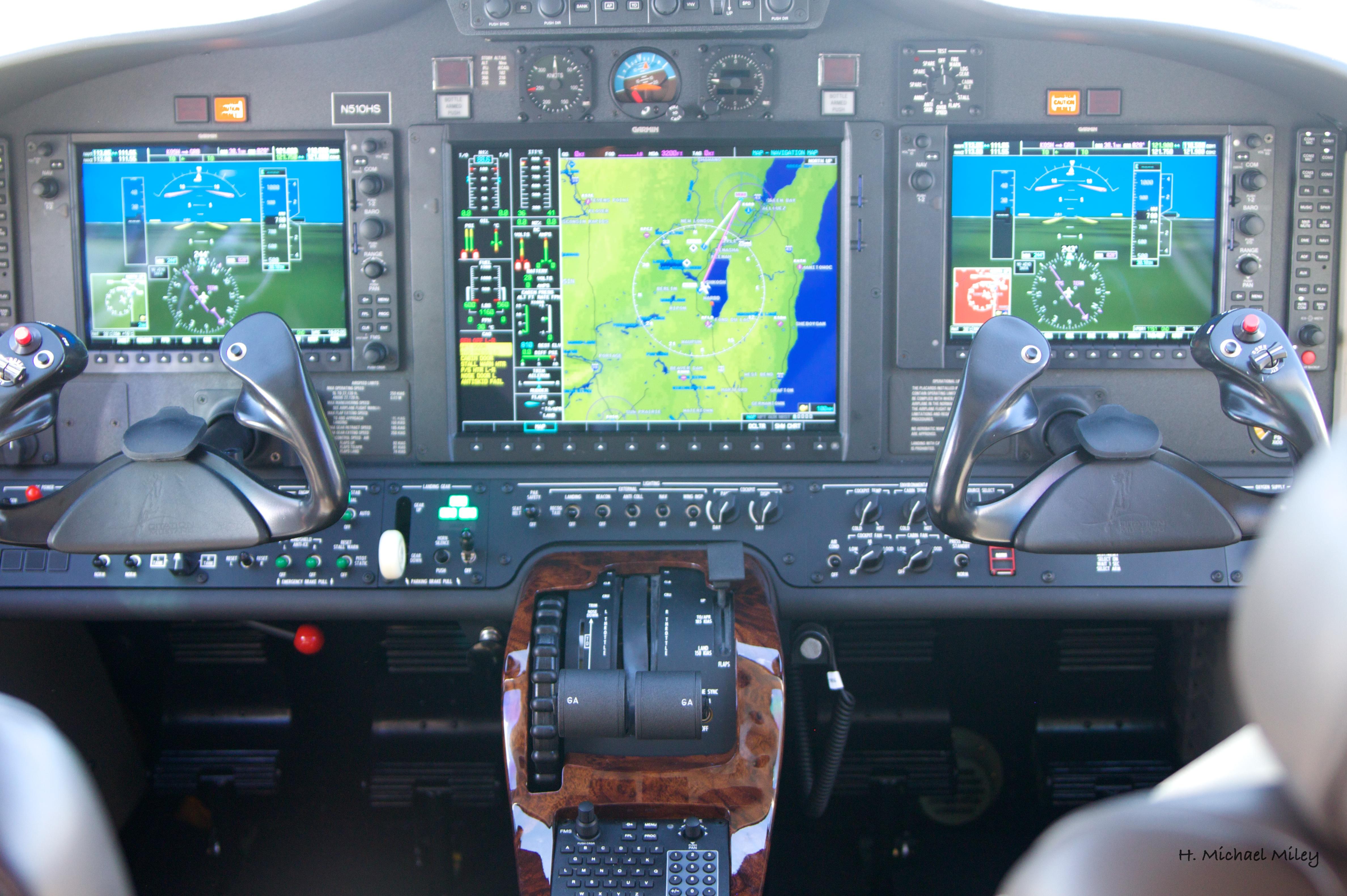 File Cessna Citation Mustang Glass Cockpit Jpg Wikimedia