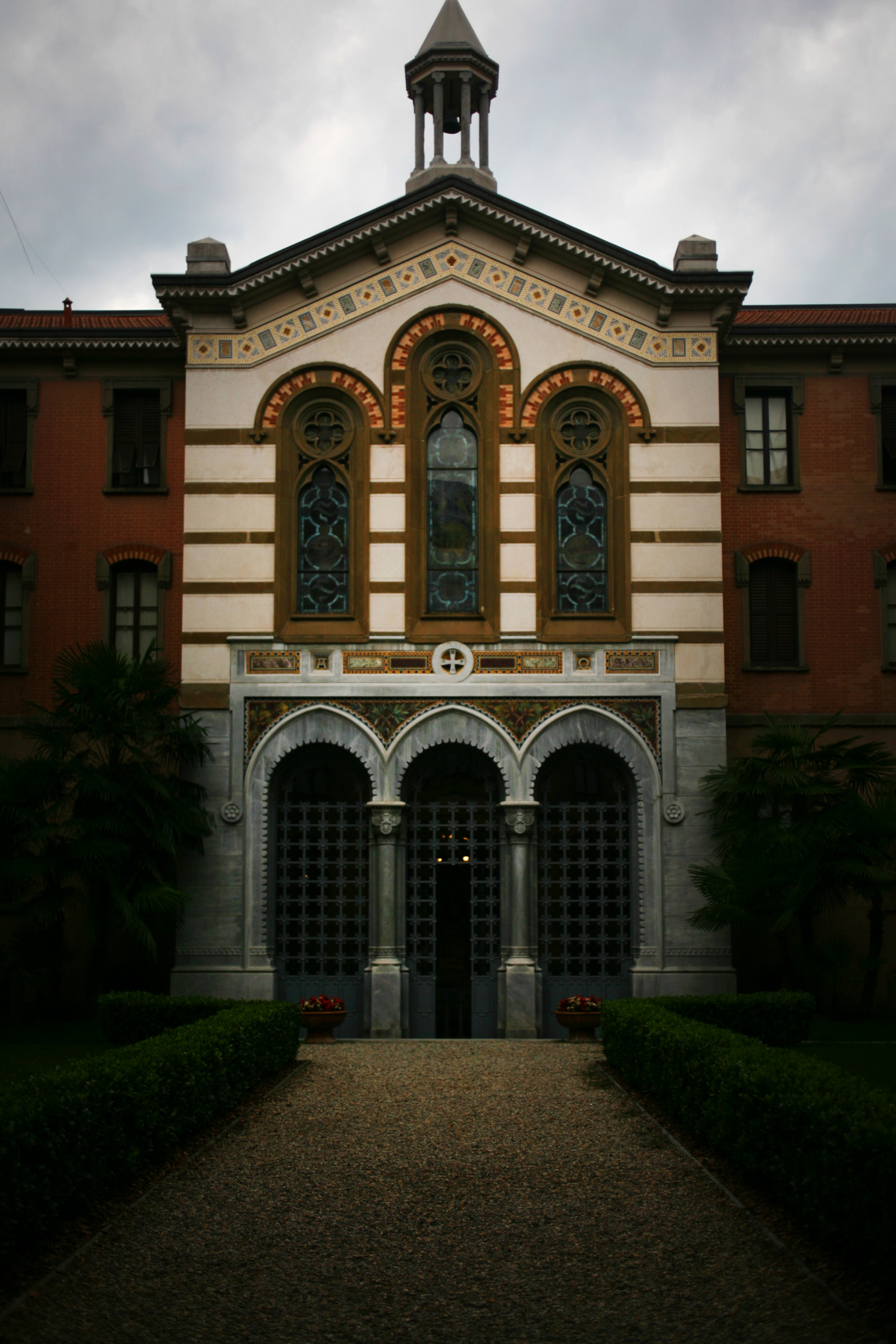 File cripta giuseppe verdi milano jpg wikimedia commons for Casa di riposo milano