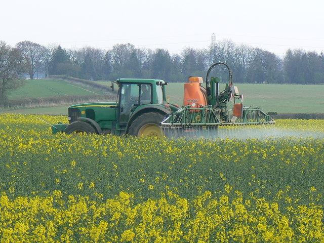 Crop spraying near St Mary Bourne - geograph.org.uk
