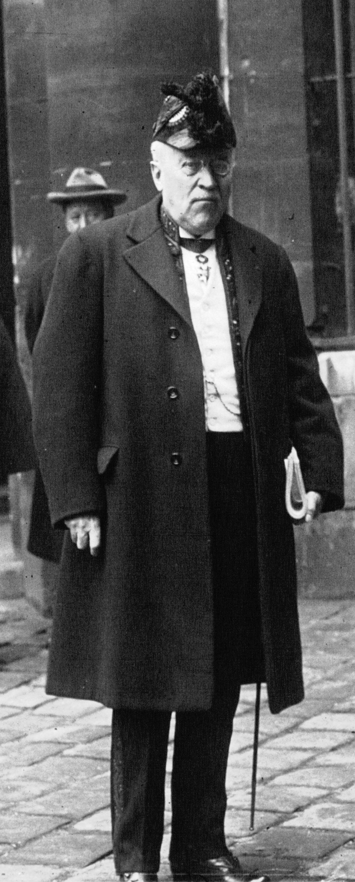 Emile Picard 1926 Meurisse det.jpg