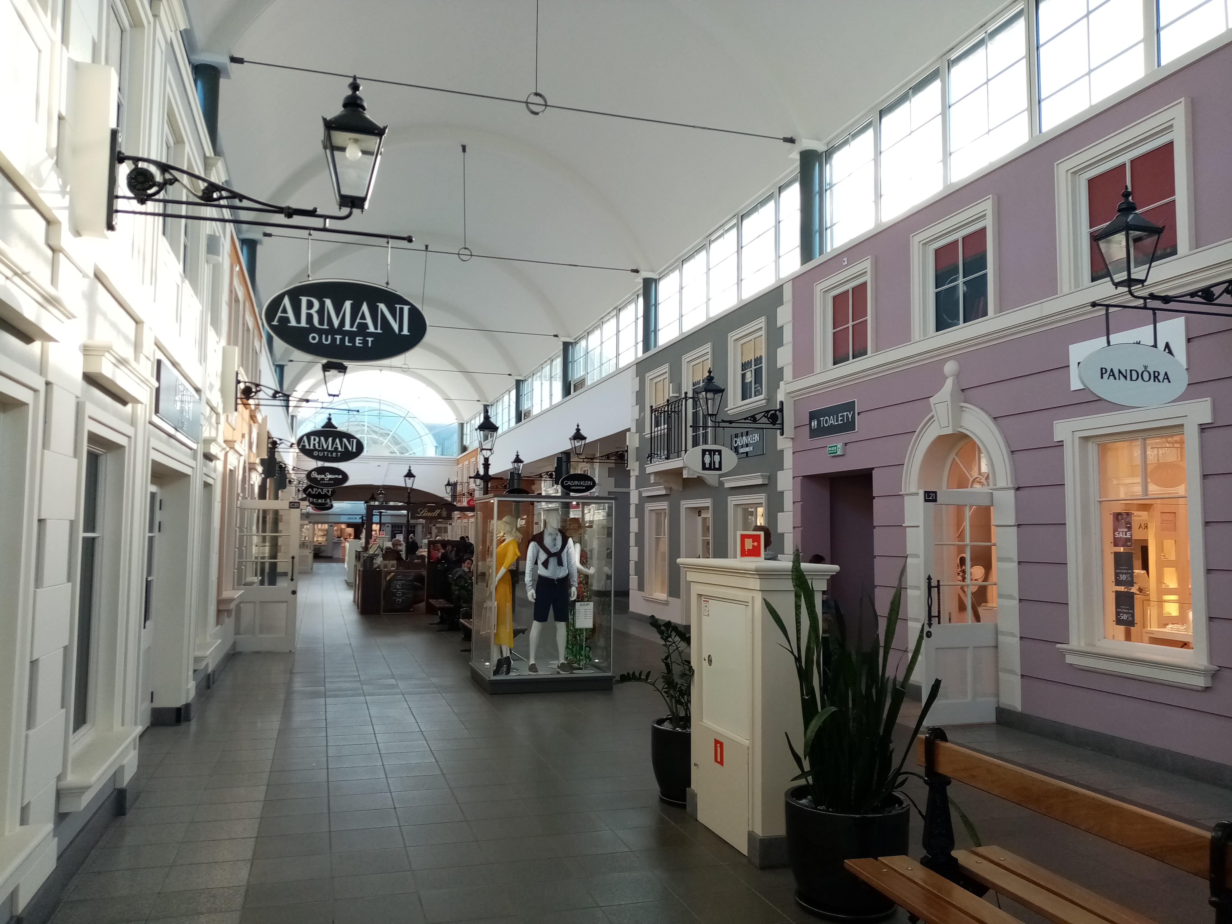 File:Fashion House Shopping Mall, Piaseczno (4).jpg - Wikimedia ...