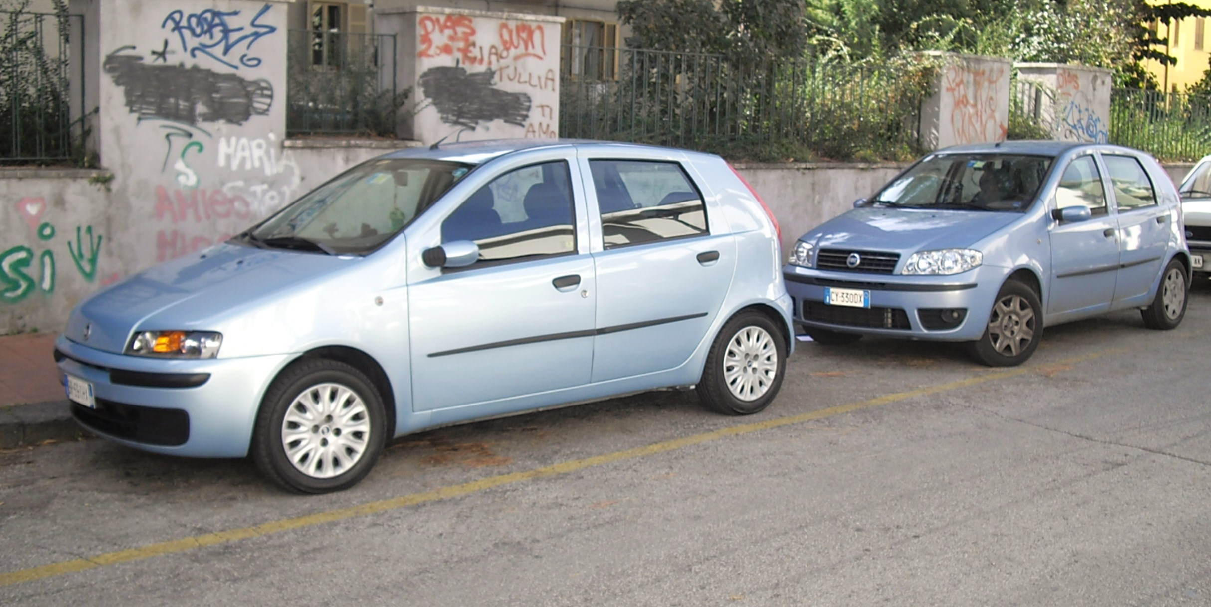 file fiat punto 188 seres pre and post facelift jpg. Black Bedroom Furniture Sets. Home Design Ideas
