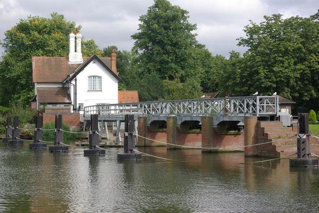 Goring Weir - geograph.org.uk - 946304