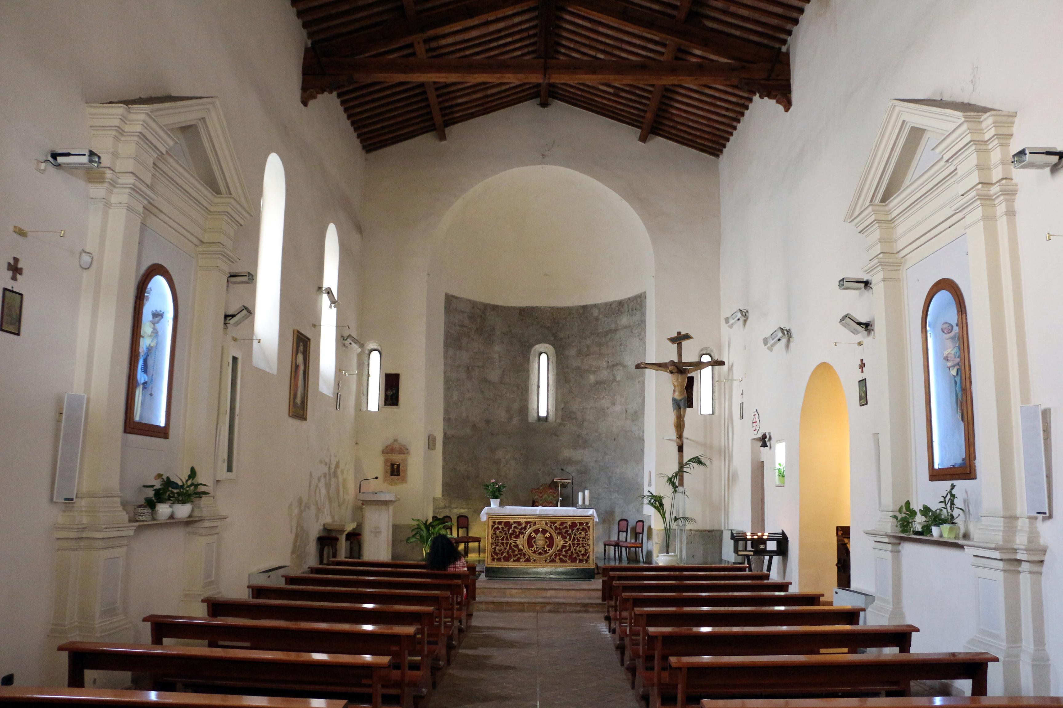 File grosseto san pietro interno 01 jpg wikimedia commons for Interno san pietro