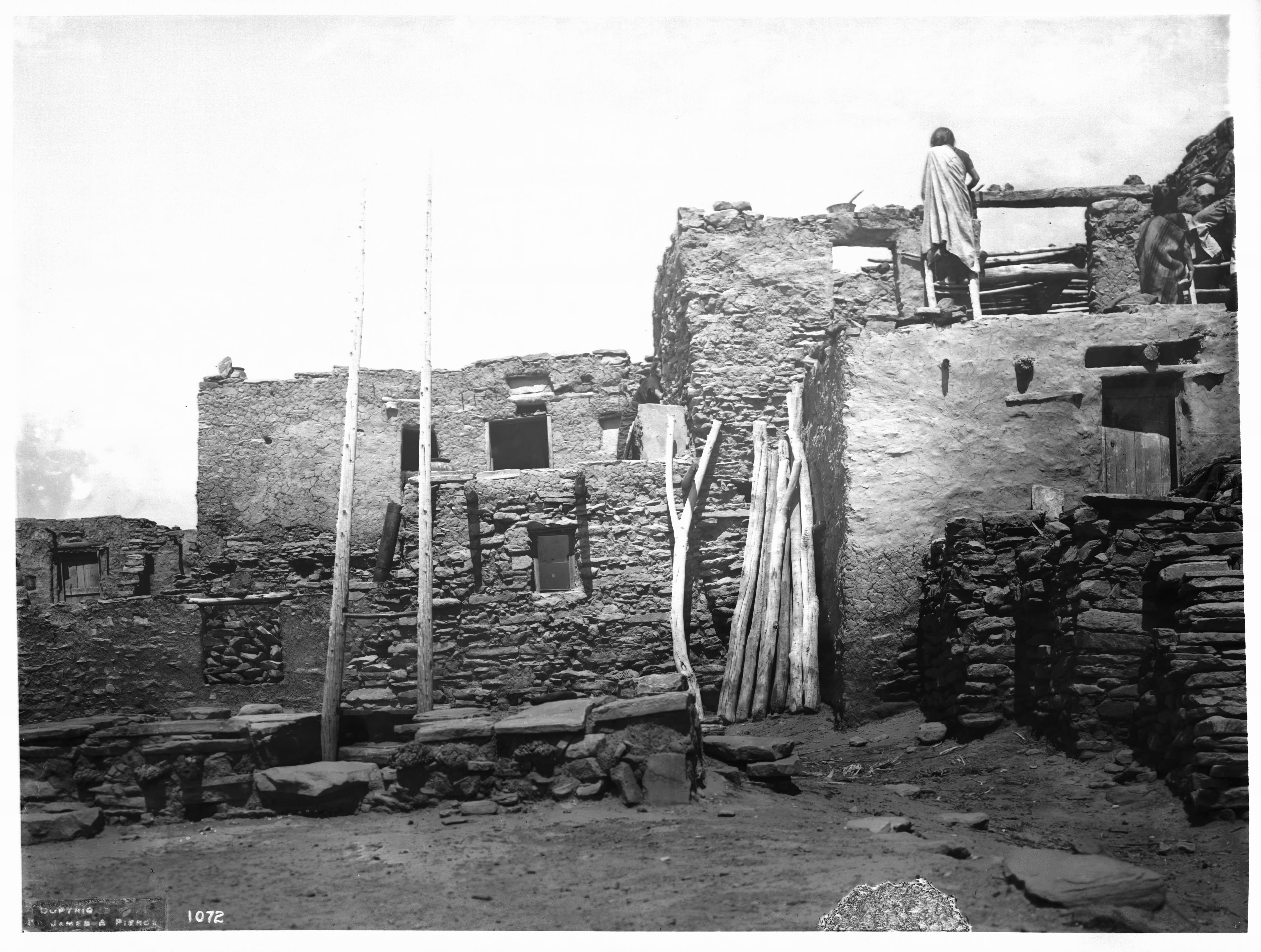Phenomenal File Hopi Indian Woman On Top Of Her Adobe House As She Interior Design Ideas Inesswwsoteloinfo