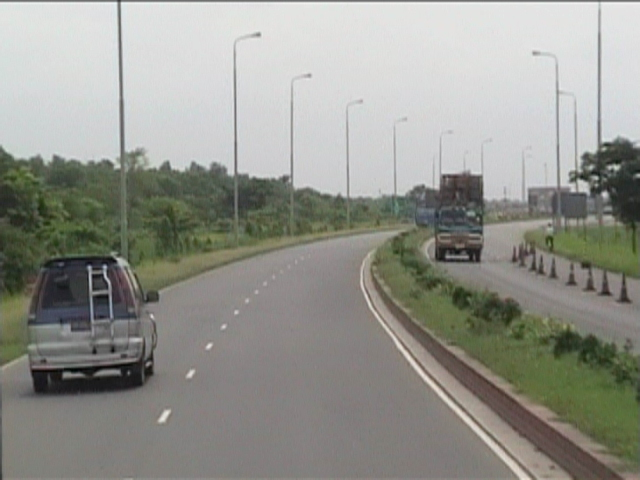 File:Jamuna Bridge Extension Road 1.JPG