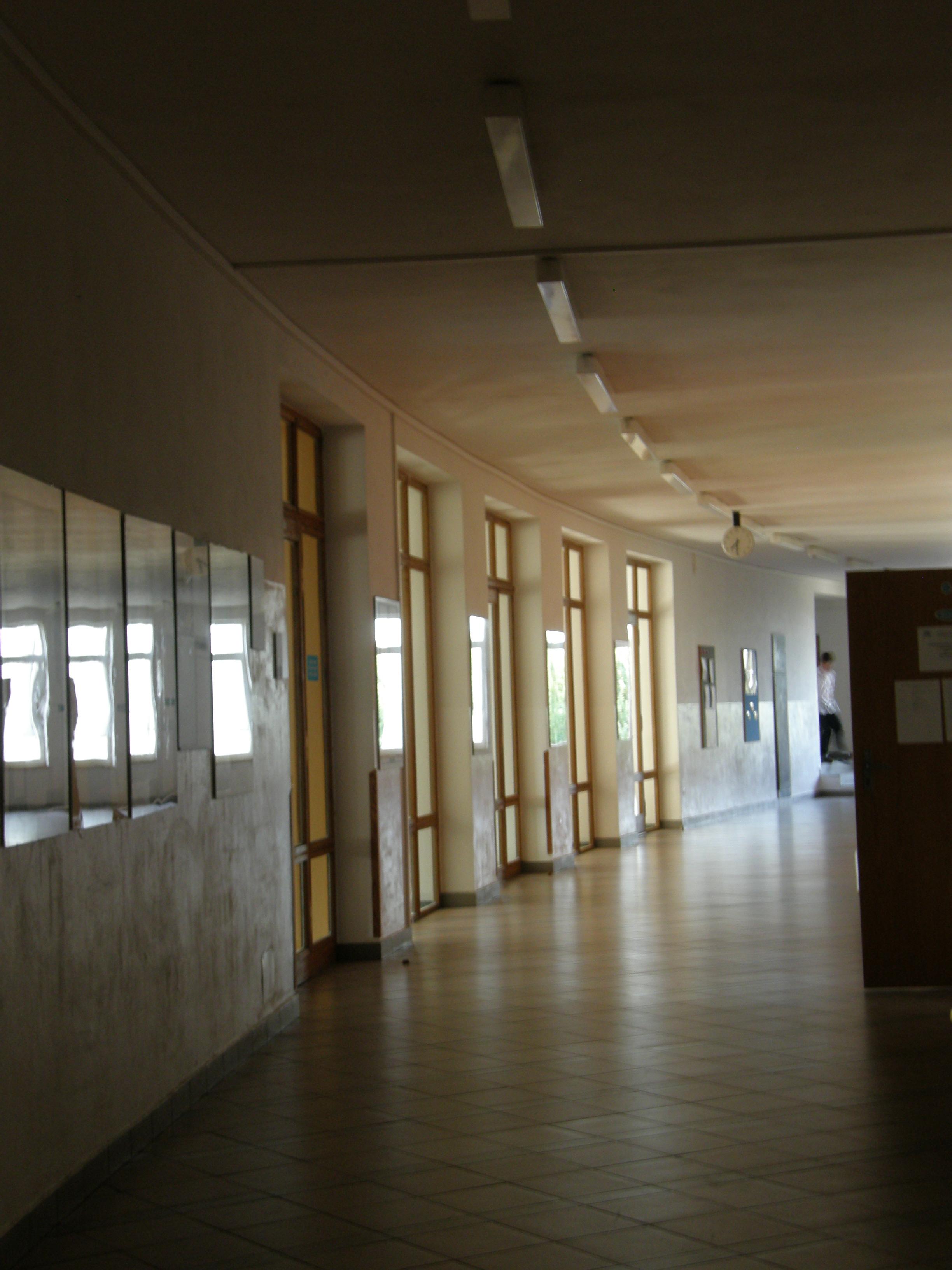Jiri_Orten_Grammar_School_in_Kutna_Hora_corridor_2.JPG