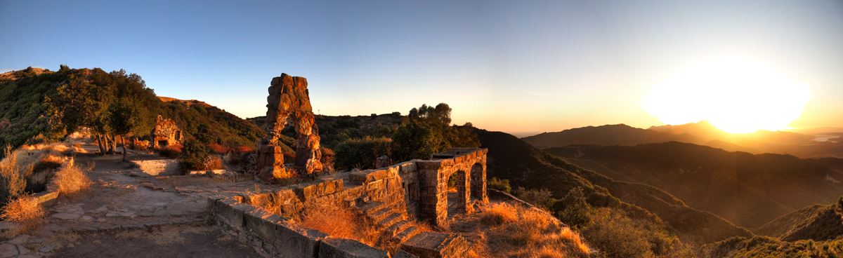 Knapp's-Castle-Sunset-Pano-4.jpg