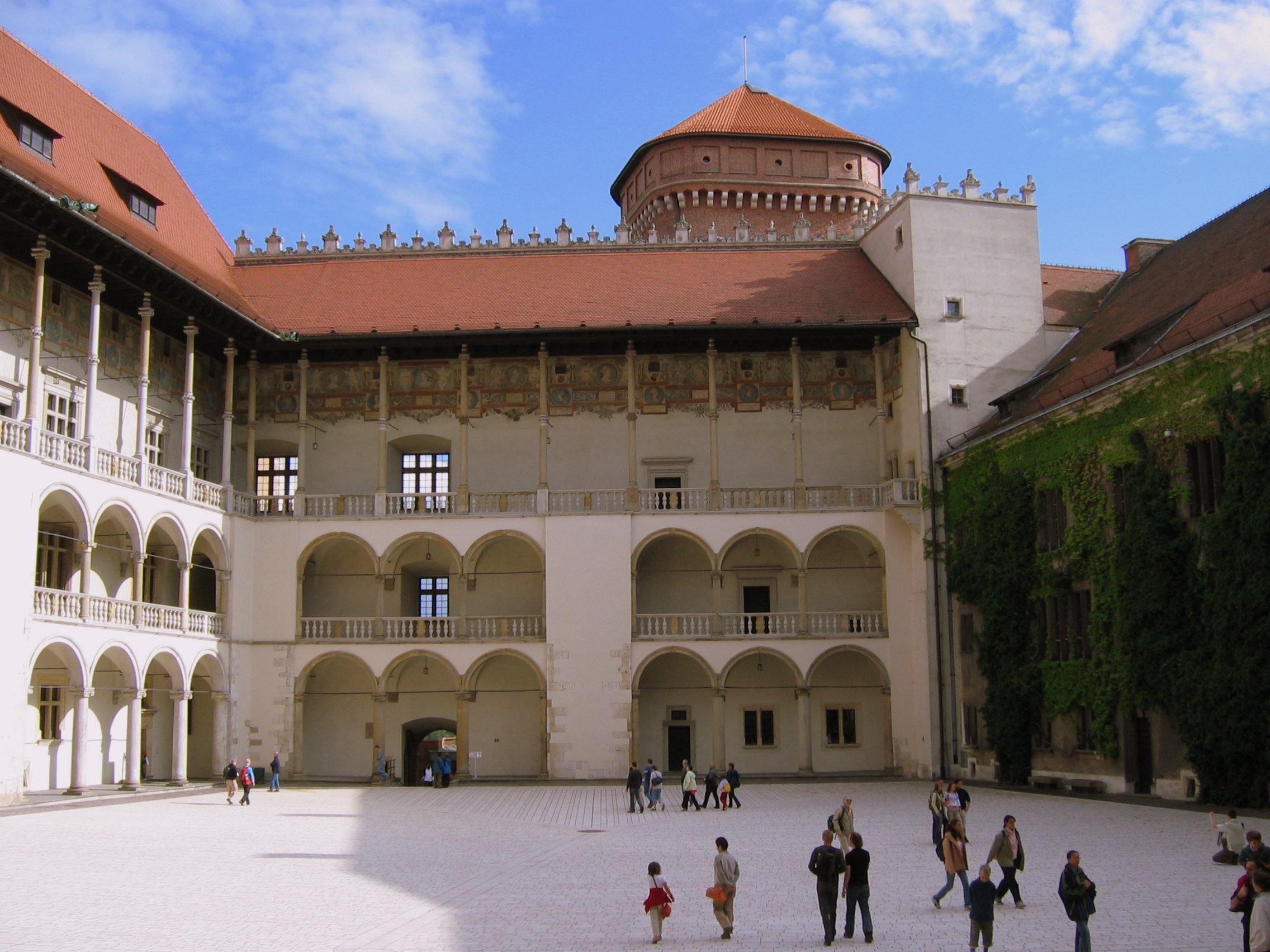 Файл:Krakow-Wawel-Courtyard.jpg — Вікіпедія