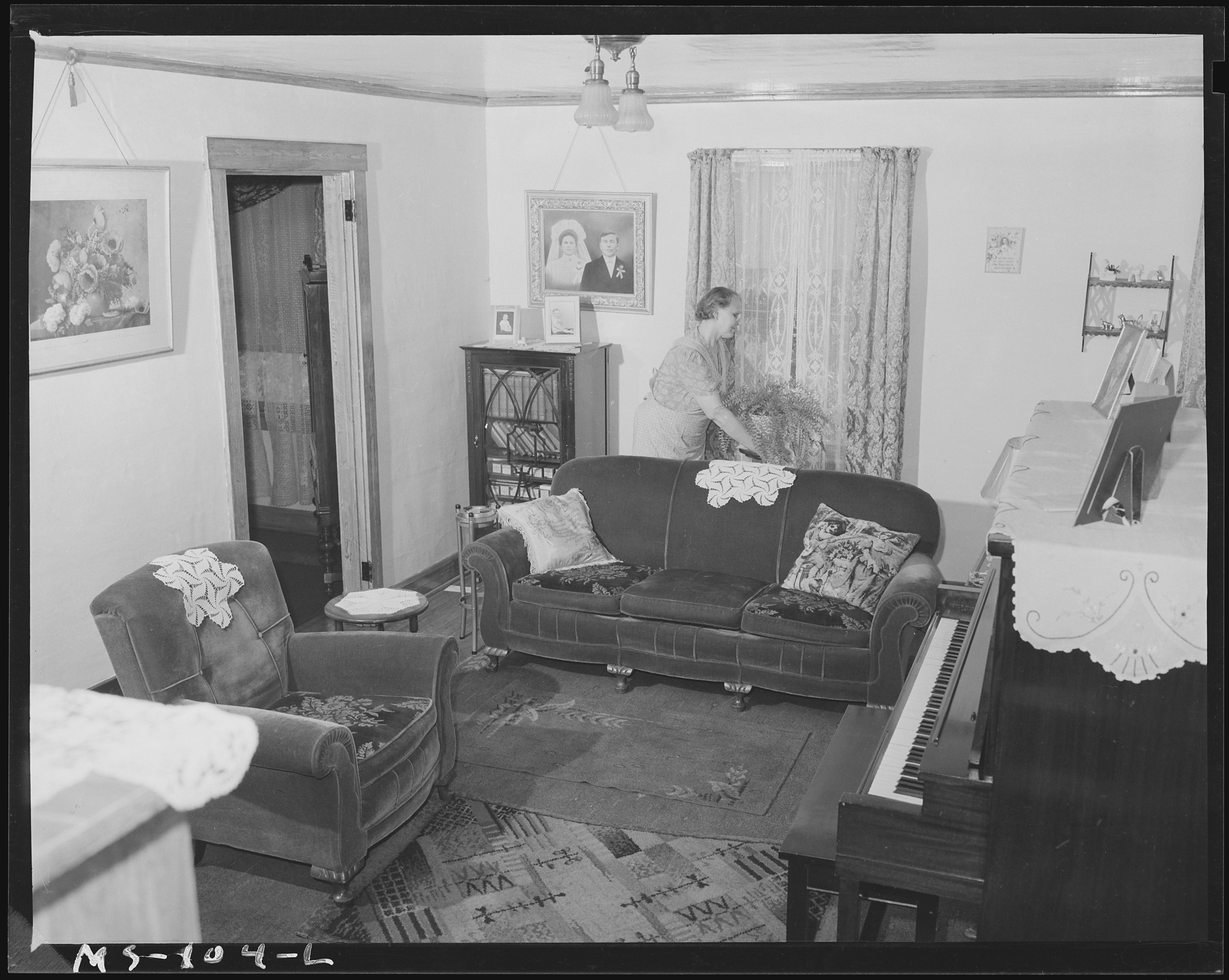 FileLiving Room Of Home Andrew Orlosky Miner Living In Company Housing