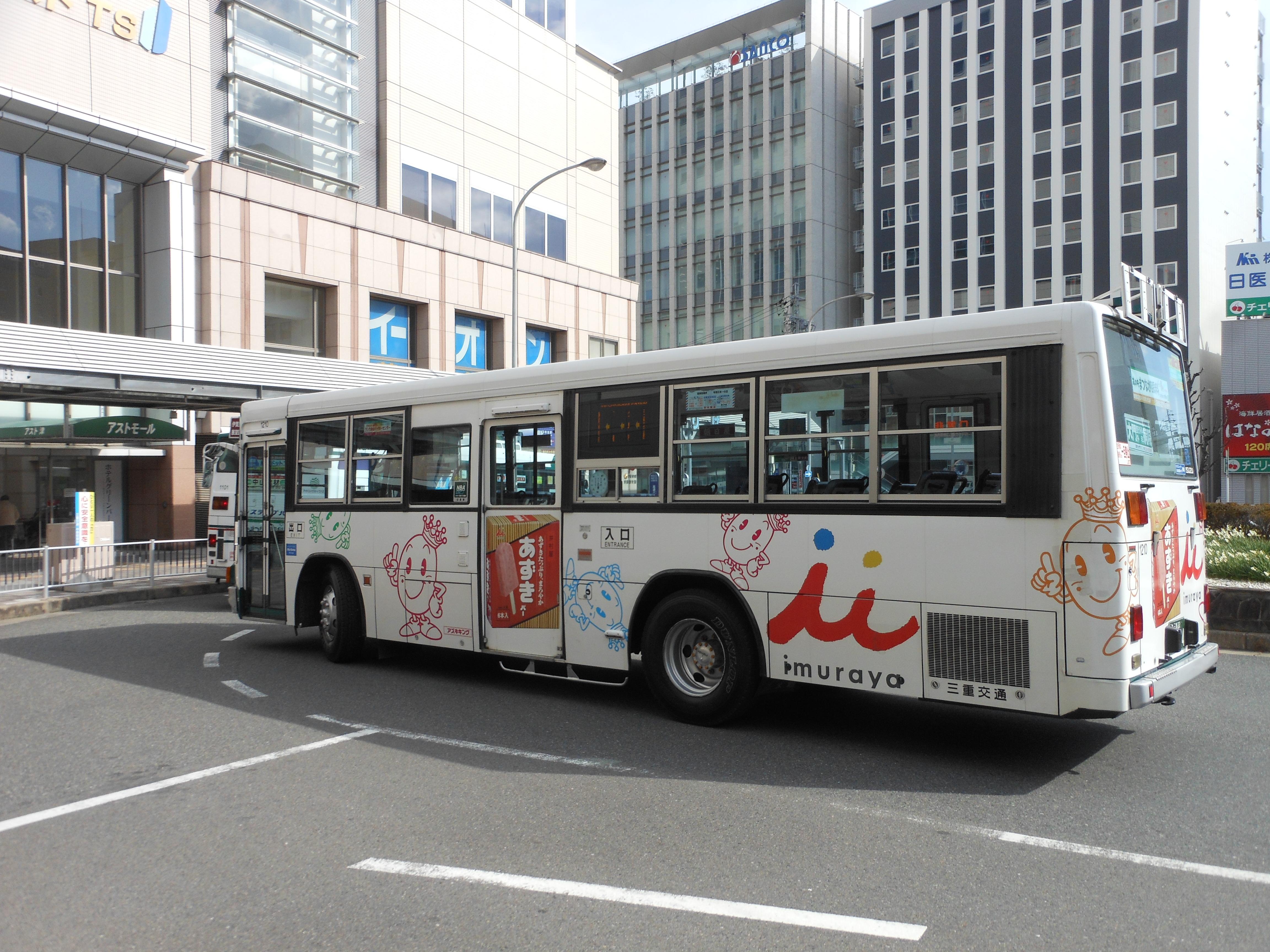 https://upload.wikimedia.org/wikipedia/commons/9/9e/Mie_Kotsu_bus_with_Imuraya.jpg