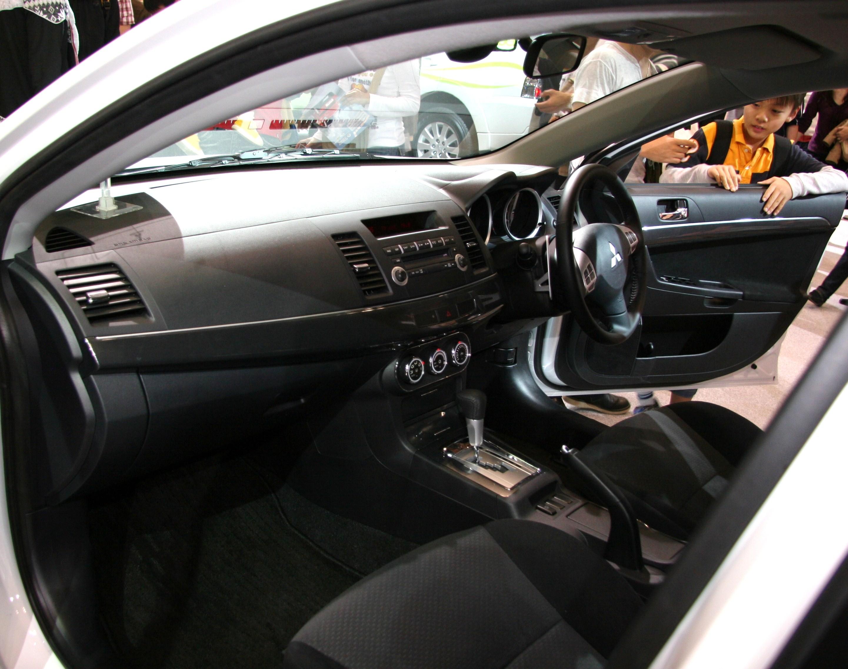 Mitsubishi galant 2009 interior