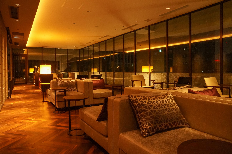 FileMitsui Garden Hotel Osaka Premier 16F Lounge 20140316001jpg