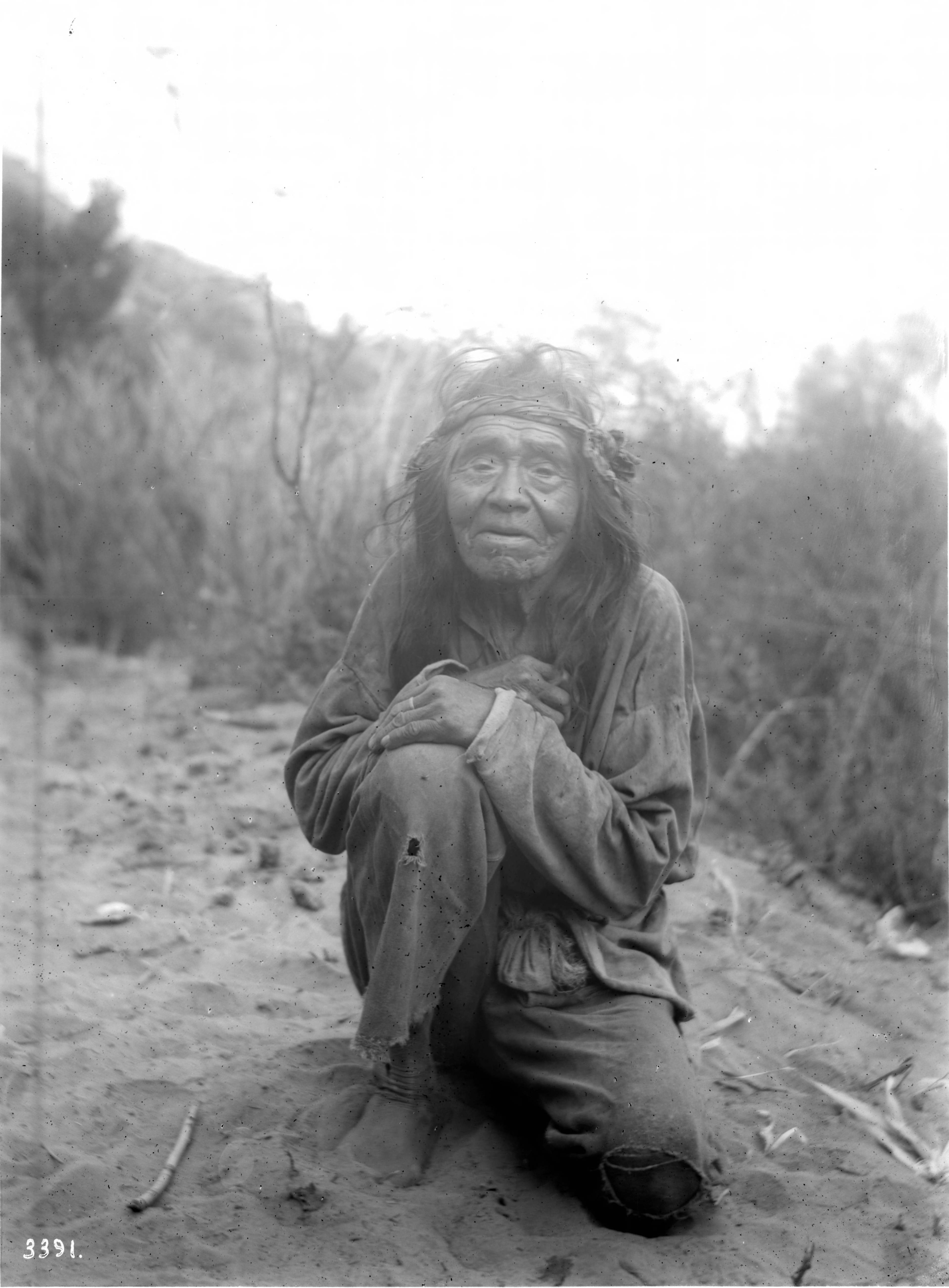 File Old Havasupai Indian Man Crouching On The Ground Ca