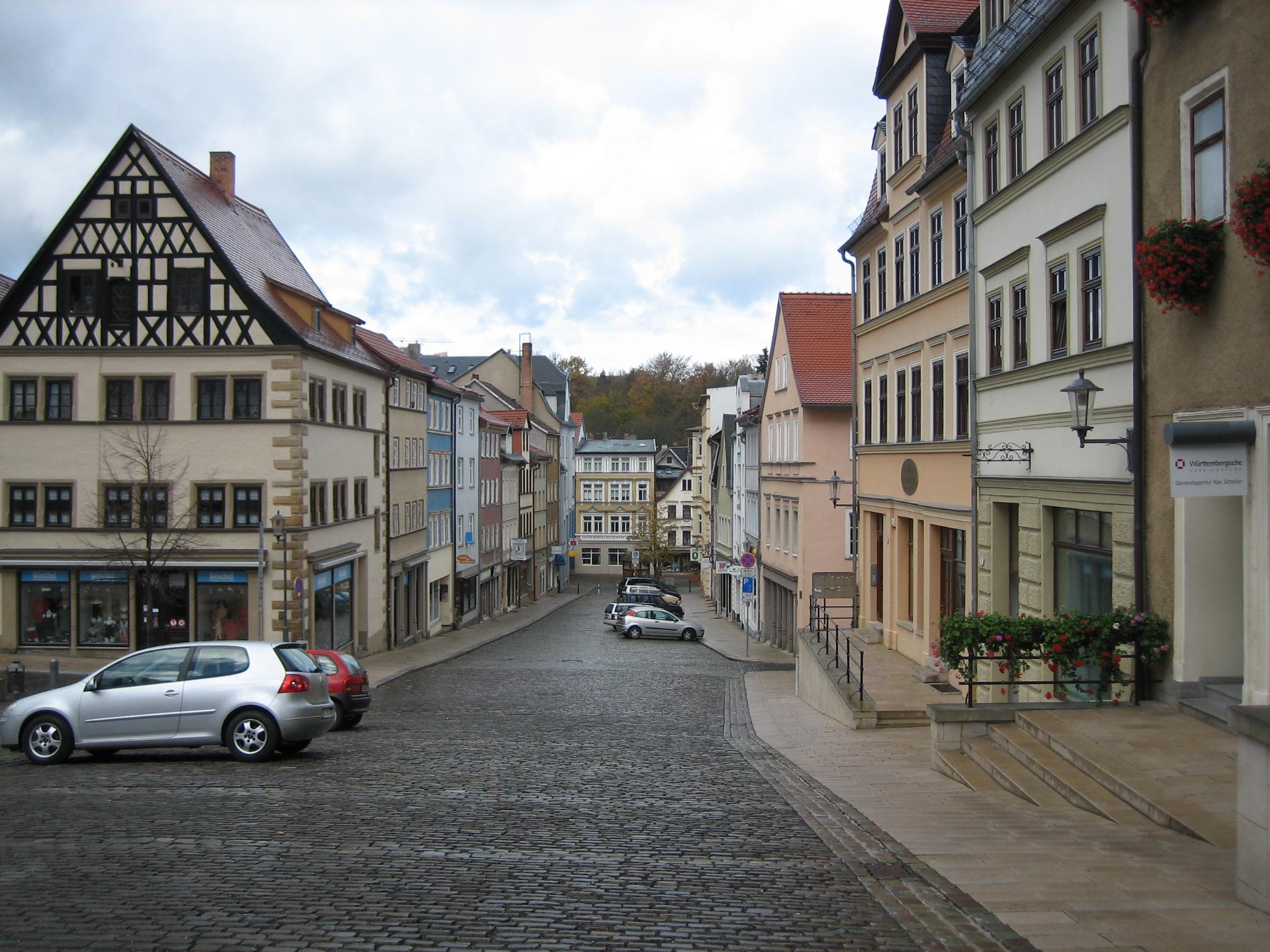 File:Pößneck-Straße im Zentrum.JPG - Wikimedia Commons