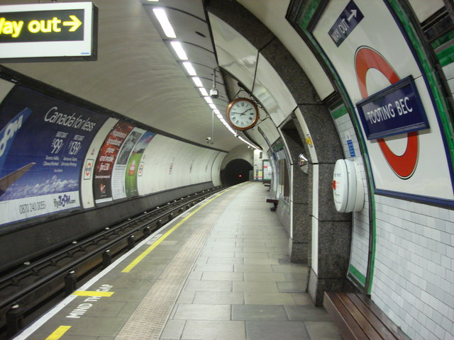 Platforms, Tooting Bec Tube Station - geograph.org.uk - 550723