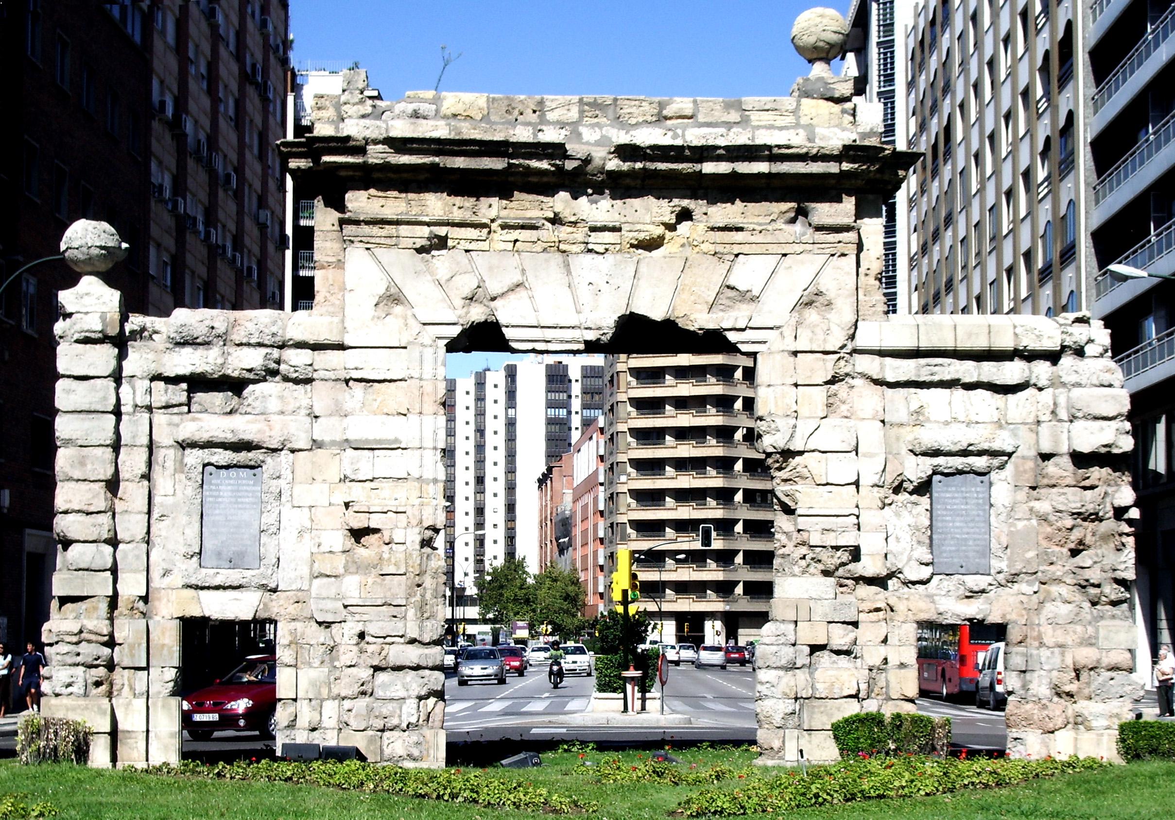 Porte du carmen wikiwand for Puerta 9 autodromo
