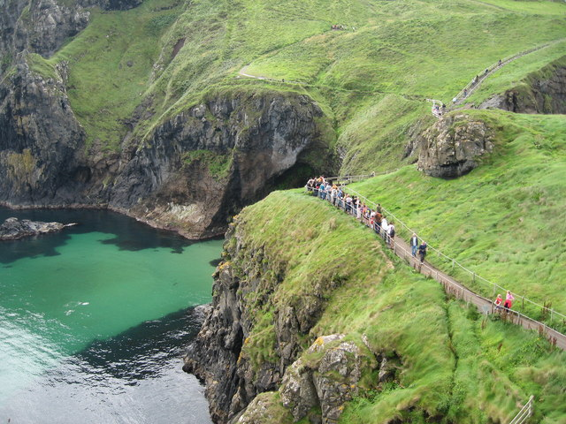 Queue for Carrick-a-Rede Rope Bridge - geograph.org.uk - 925789