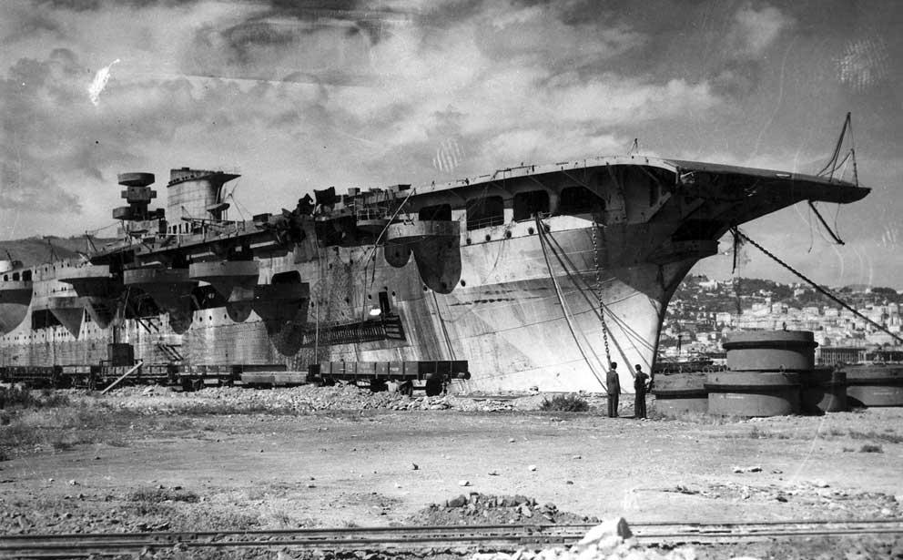El RMI Aquila en La Spezia tras la guerra