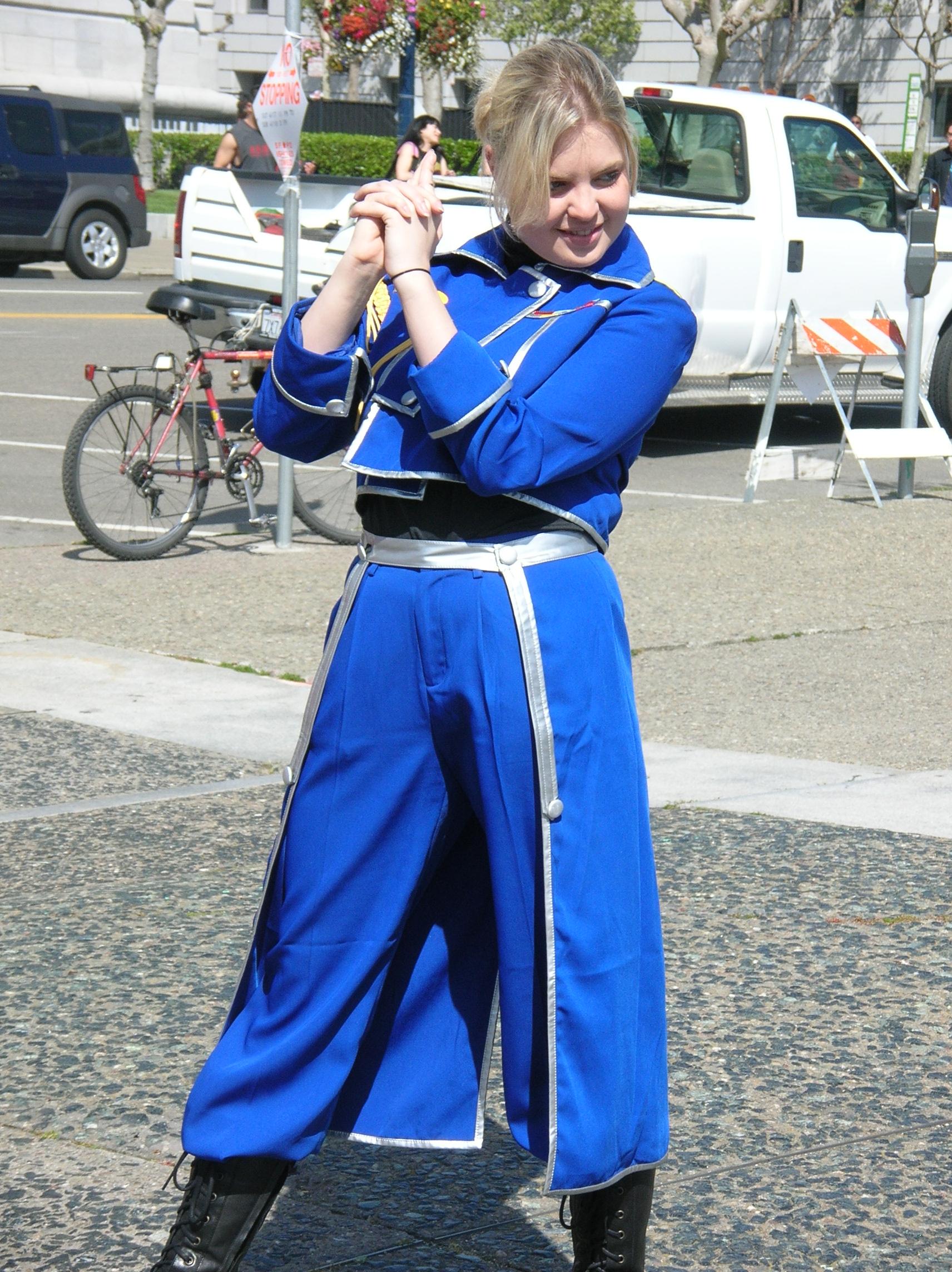 Riza Hawkeye cosplayer at 2010 NCCBF 2010-04-18 4.JPG