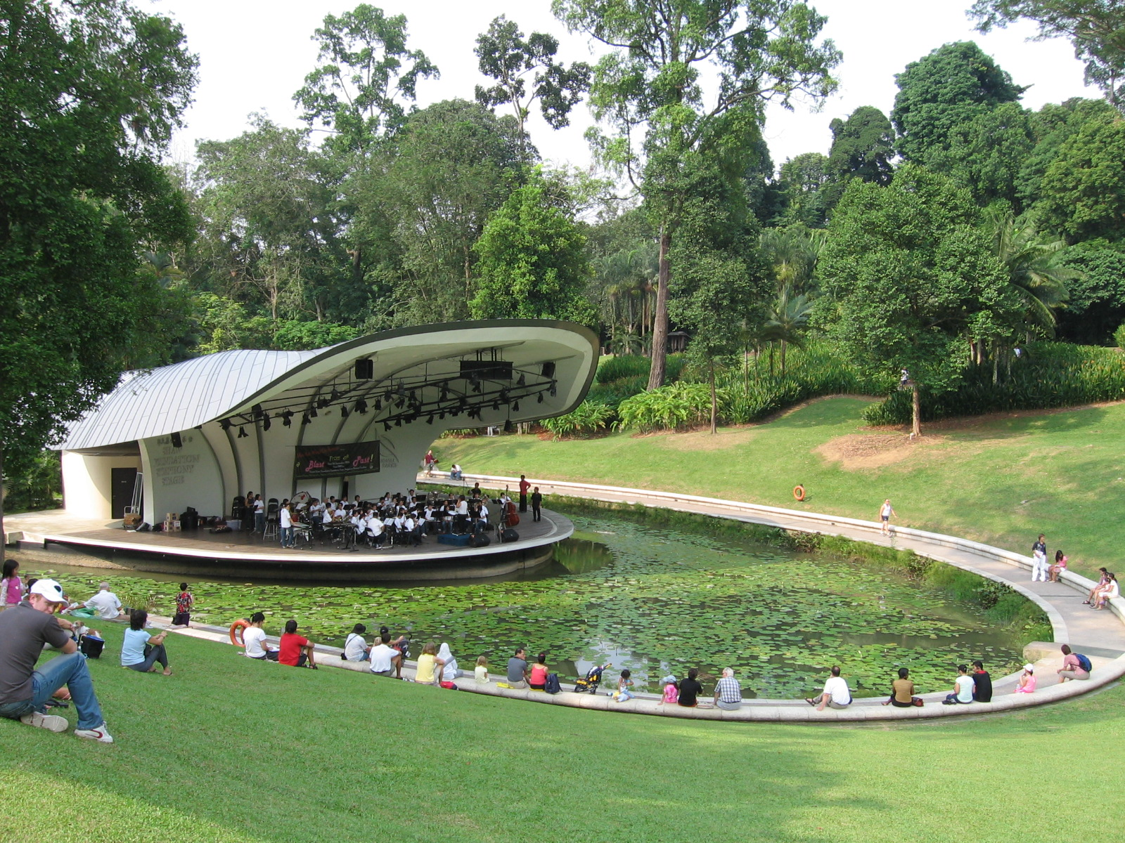 Beau File:Singapore Botanic Gardens, Symphony Lake 22, Sep 06.JPG