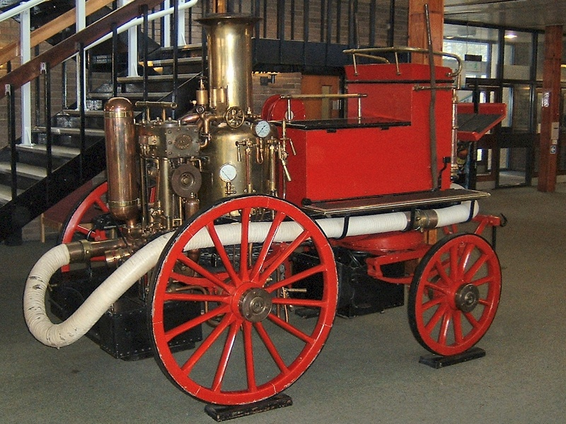 Steam-powered_fire_engine.jpg