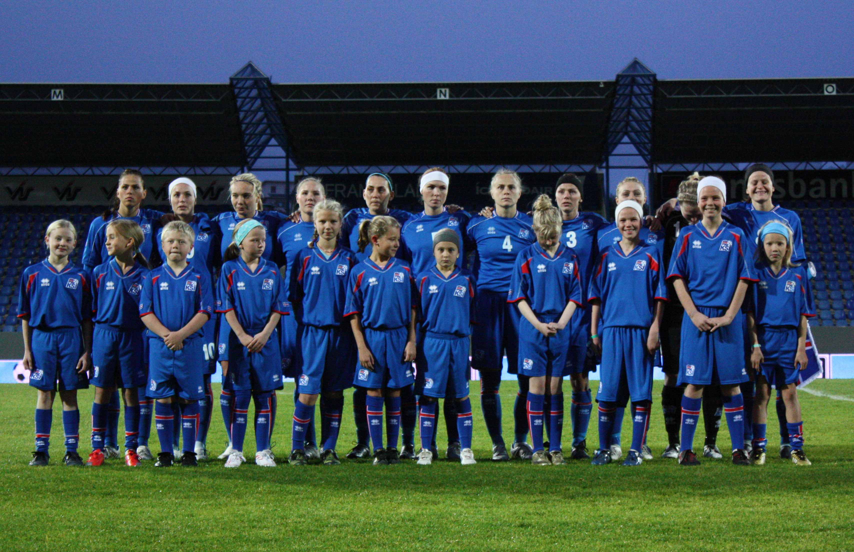 the best attitude 20b2e 65f5f File:The Iceland women's national football team (3931262844 ...