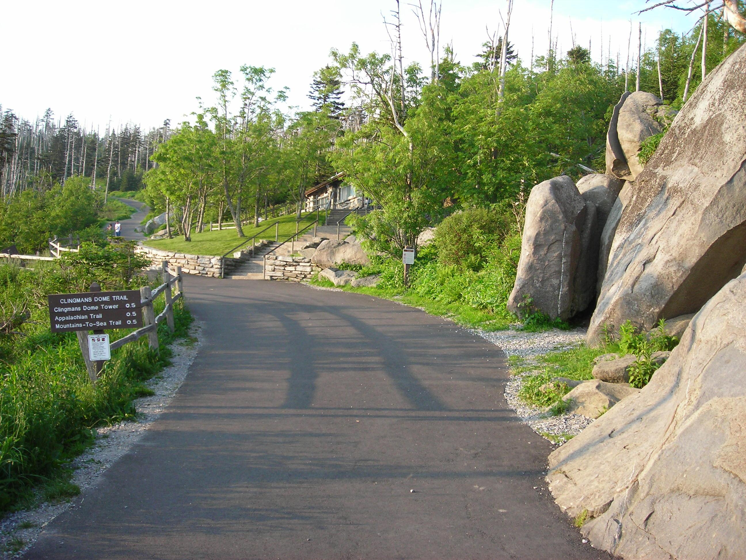 File:Trailhead of the Clingmans Dome Trail.JPG - Wikimedia ...