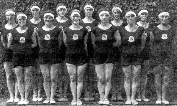 File:Turnerinnen der niederländischen Goldriege von 1928.jpg