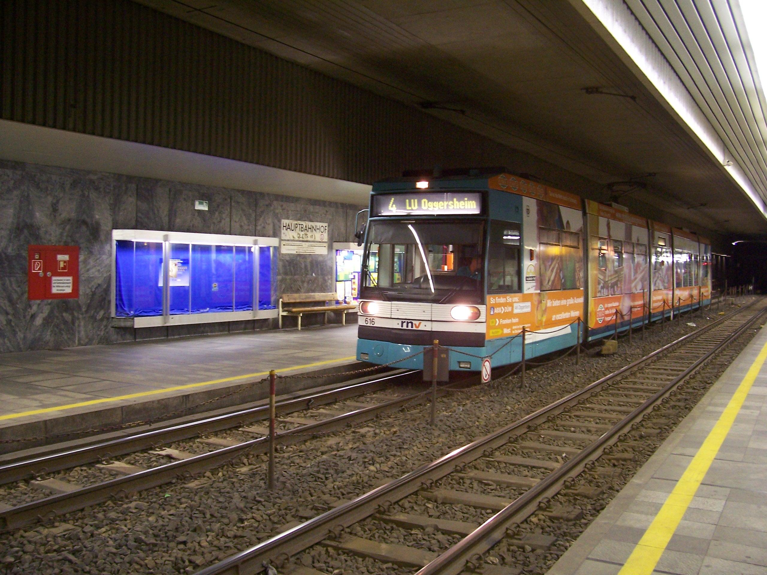 U-Strassenbahn Haltestelle Ludwigshafen Hauptbahnhof 100 7065.jpg