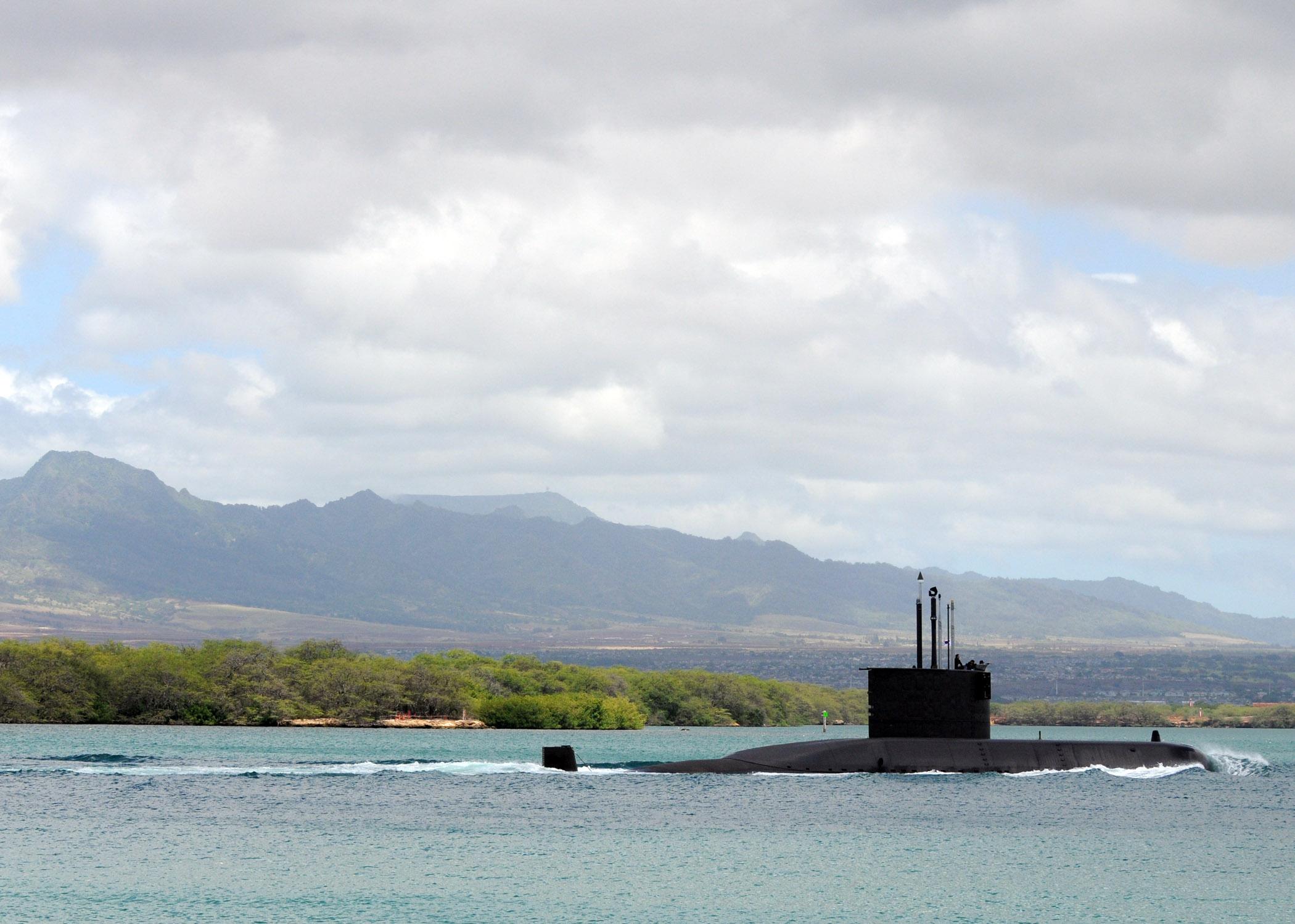 للنقاش : مالذي فعلته 5 مليار دولار لاندونيسيا ؟ US_Navy_100730-N-8539M-213_The_Republic_of_Korea_Navy_Chang_Bogo-class_submarine_ROKS_Lee_Eokgi_(SS_071)_returns_to_Joint_Base_Pearl_Harbor-Hickam_after_participating_in_Rim_of_the_Pacific_(RIMPAC)_2010_exercises