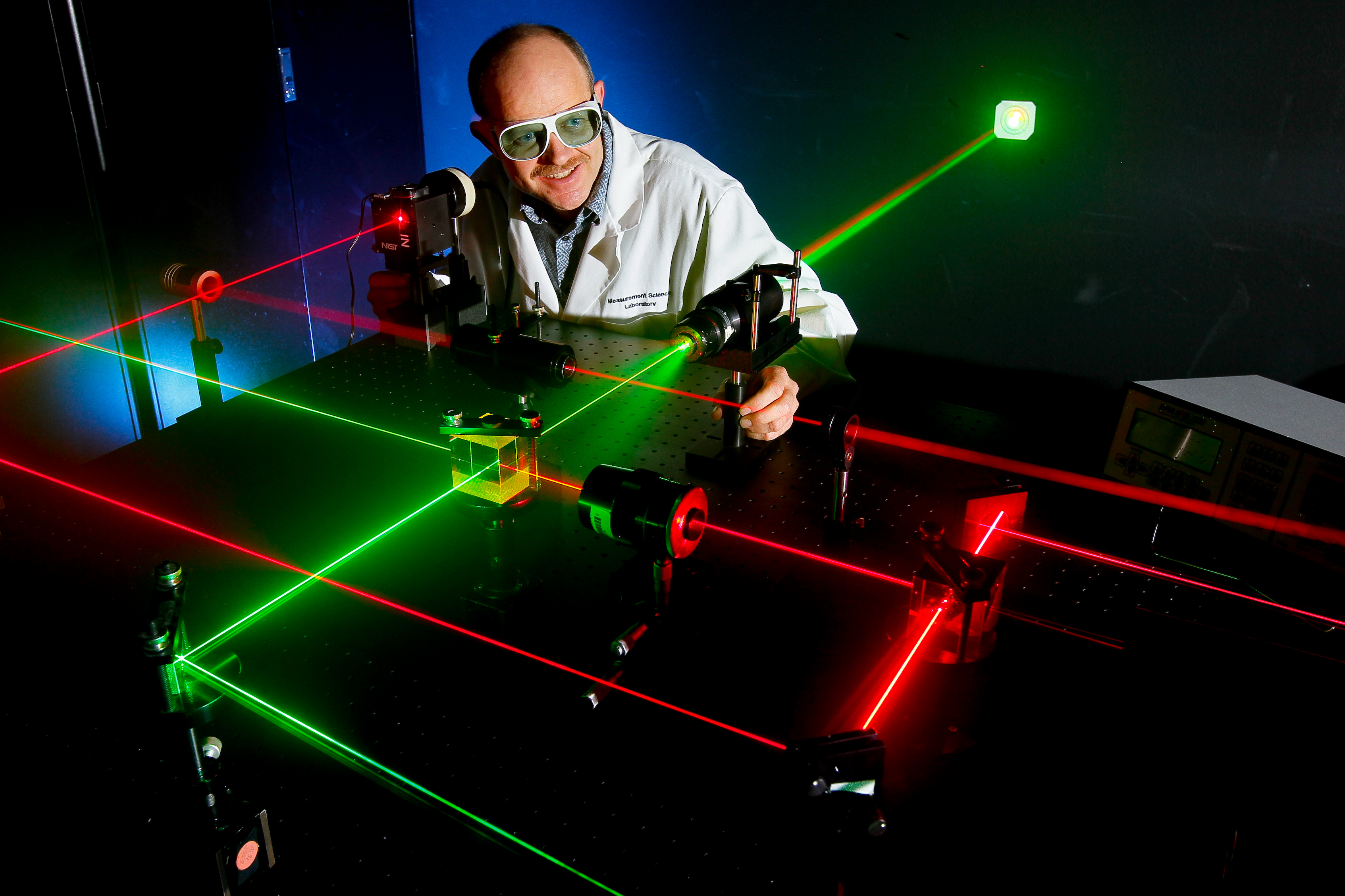 how to become an optical engineer