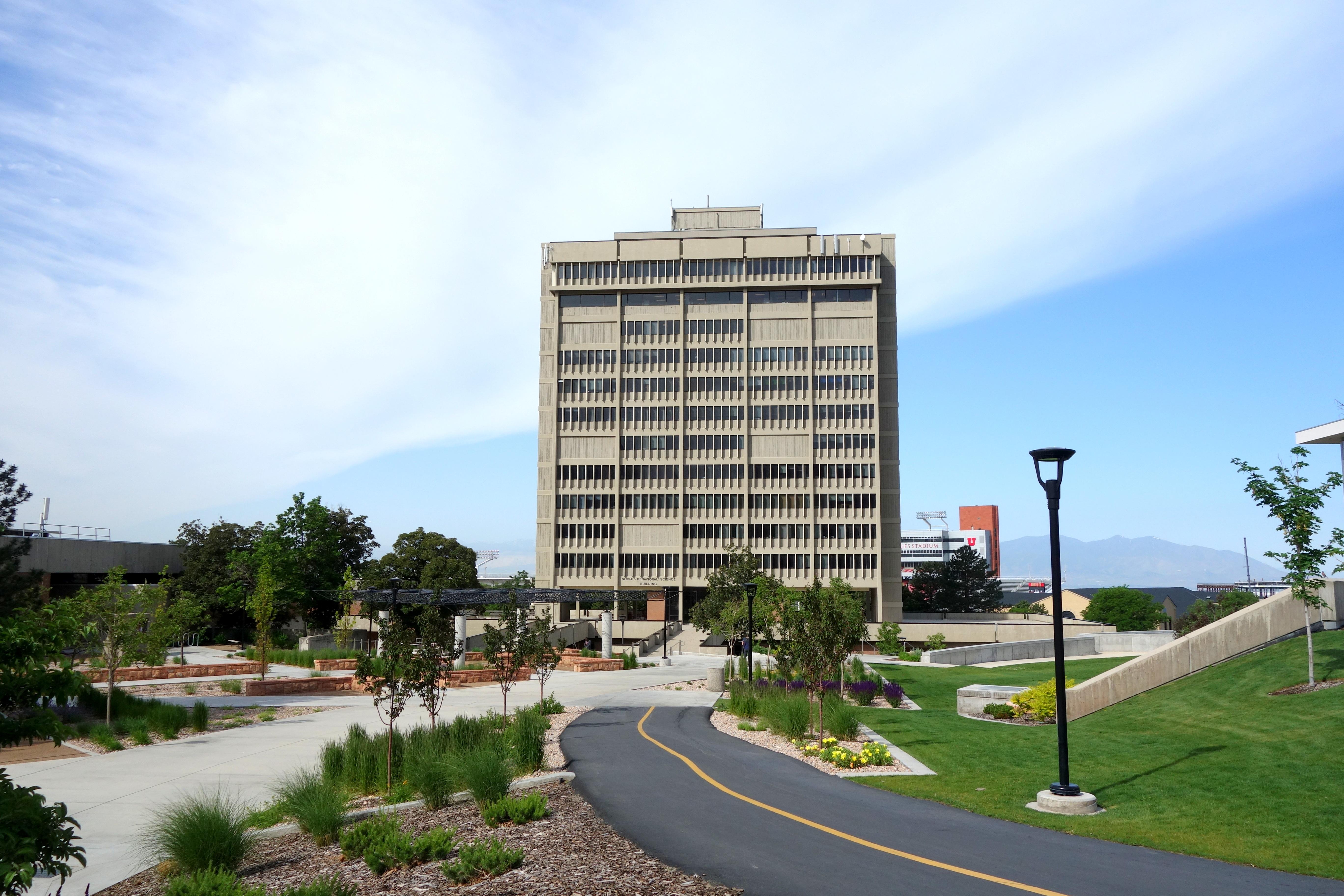 https://upload.wikimedia.org/wikipedia/commons/9/9e/University_of_Utah_Social_and_Behavioral_Sciences_Building_-_University_of_Utah_-_DSC02423.JPG