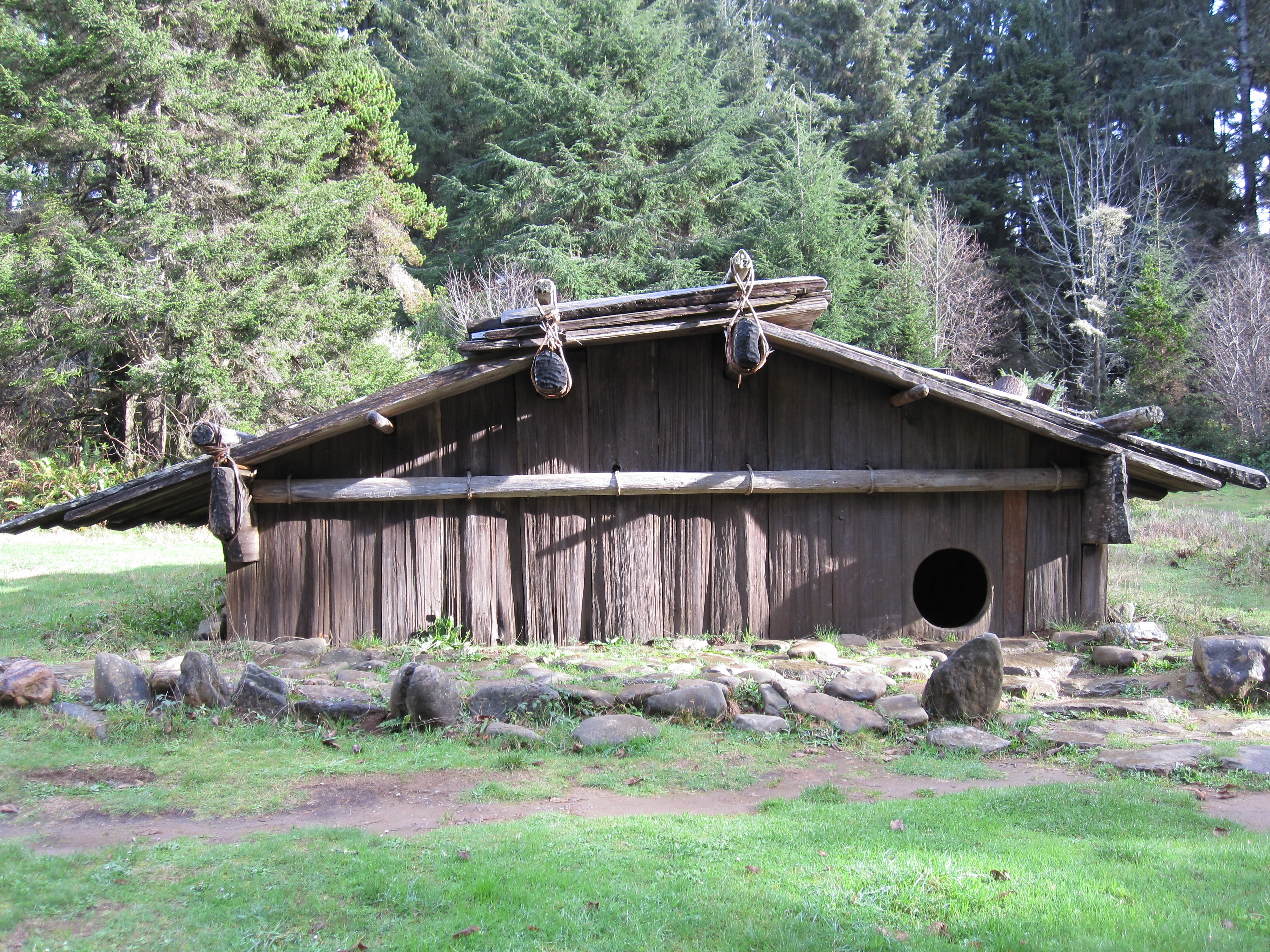 Indian Plank House http://commons.wikimedia.org/wiki/File:Yurok-Plank-house.jpg