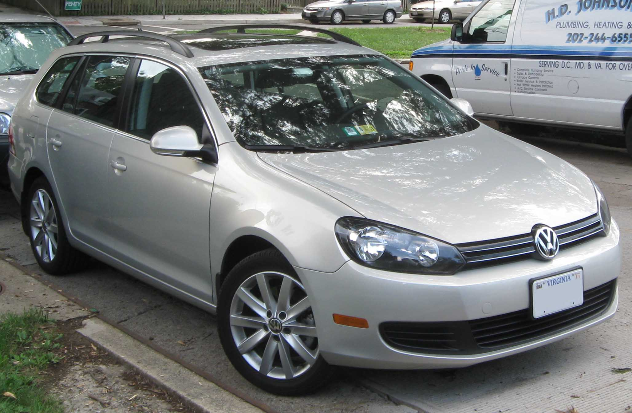 File:2010 Volkswagen Jetta TDI Sportwagen -- 07-15-2010 1 ...