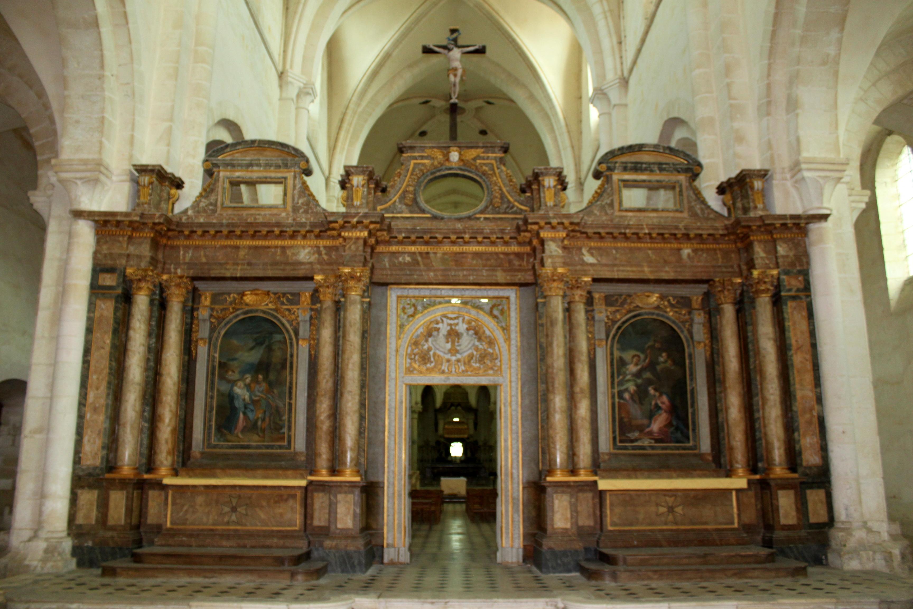 Bon Mardi Abbaye_de_Pontigny_-_Abbatiale_-_Interieur_08