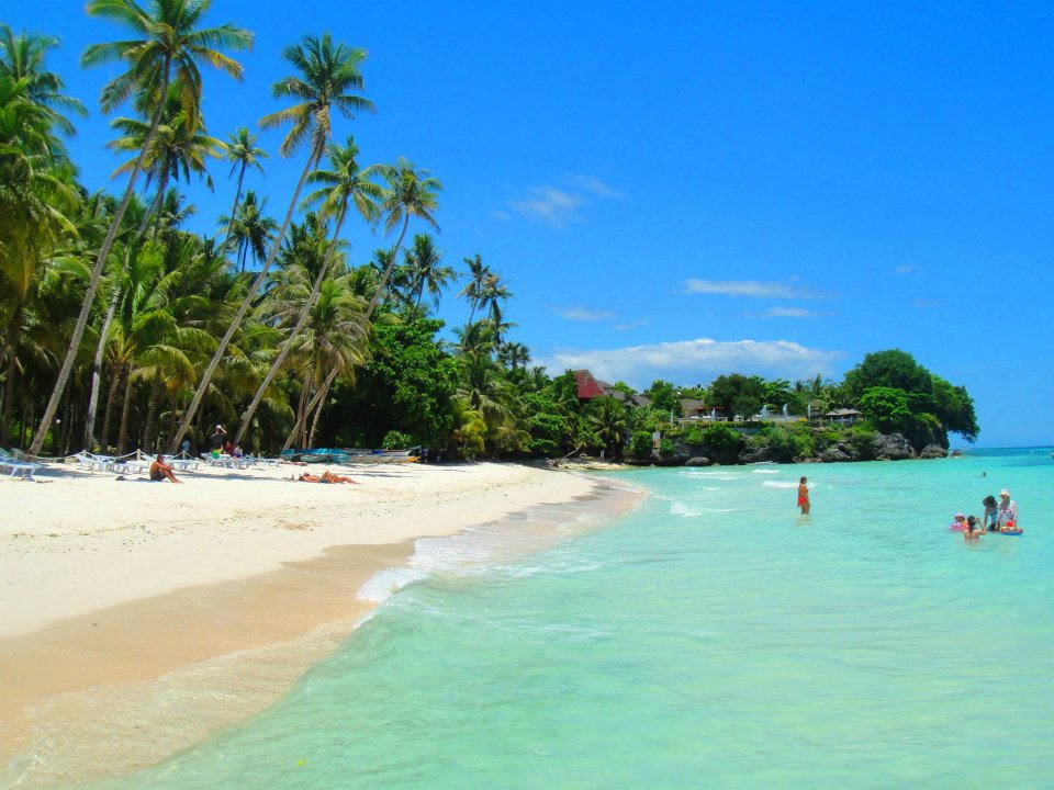 File:Alona Beach, Bohol.jpg - Wikimedia Commons