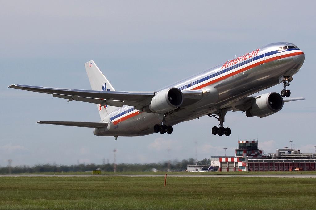 File:American Airlines Boeing 767-300ER Olivati-1.jpg ...