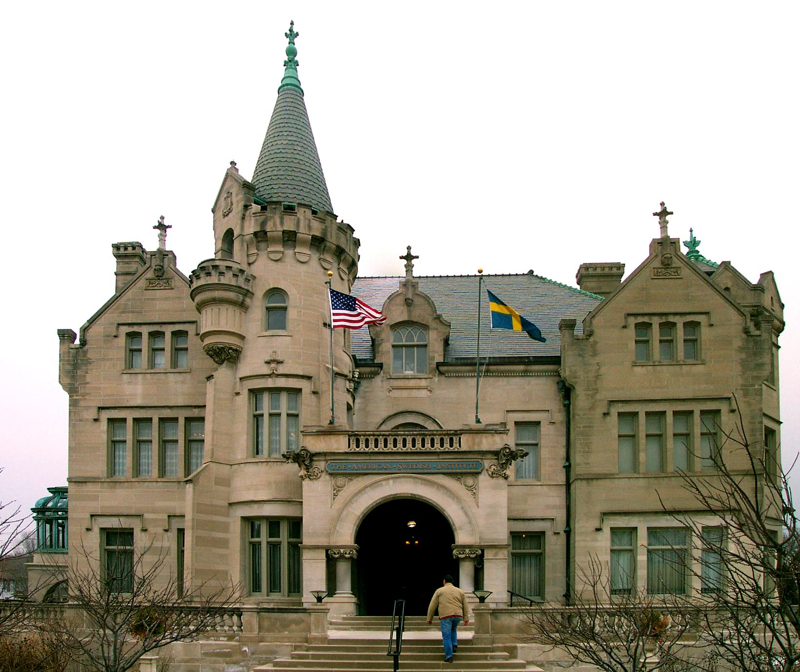 Person entering the front of the American Swedish Institute