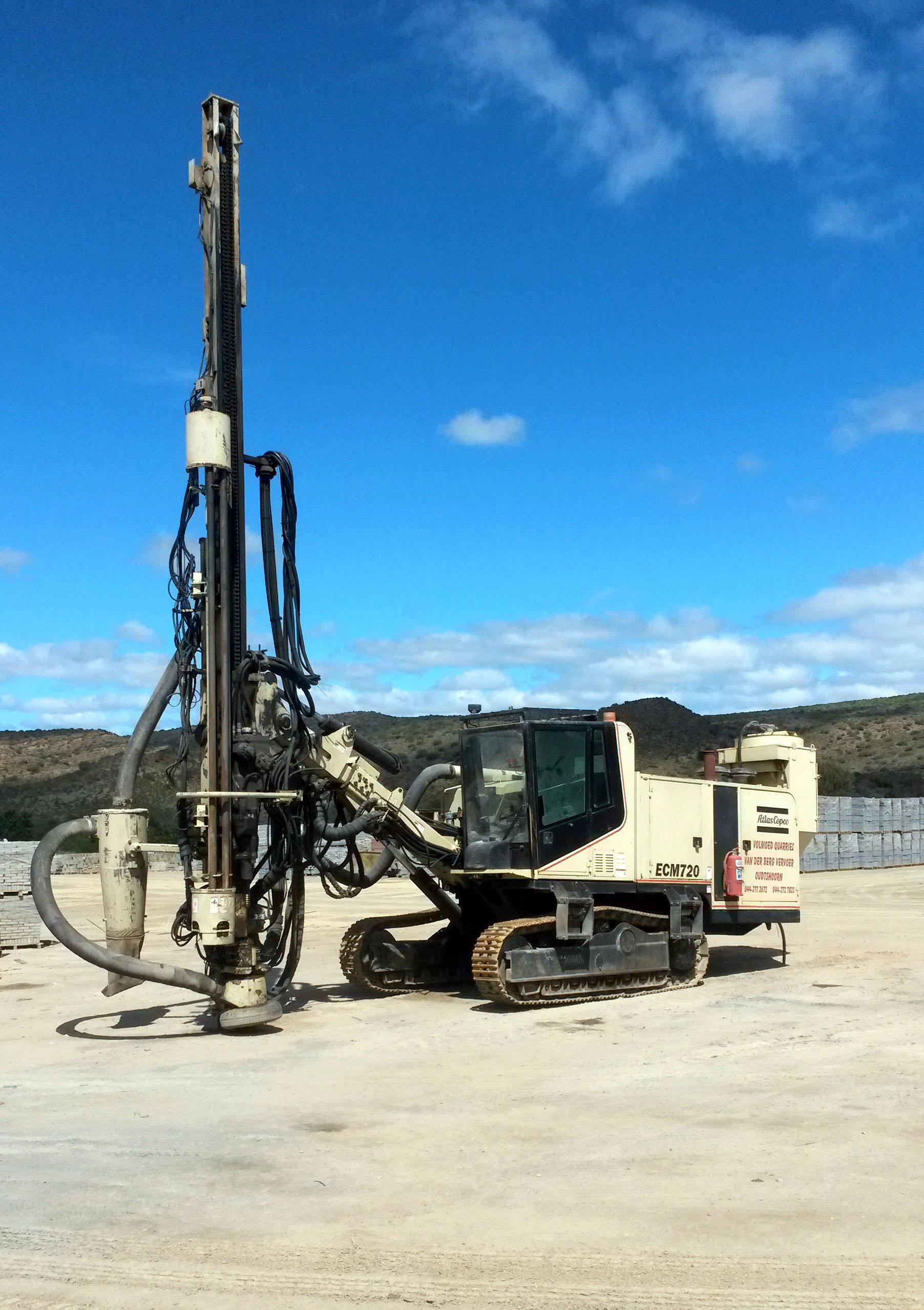 Atlas Copco ECM-720 top hammer hydraulic crawler drill (21168731983).jpg Atlas Copco ECM-720 top hammer hydraulic crawler drill Date 28 September
